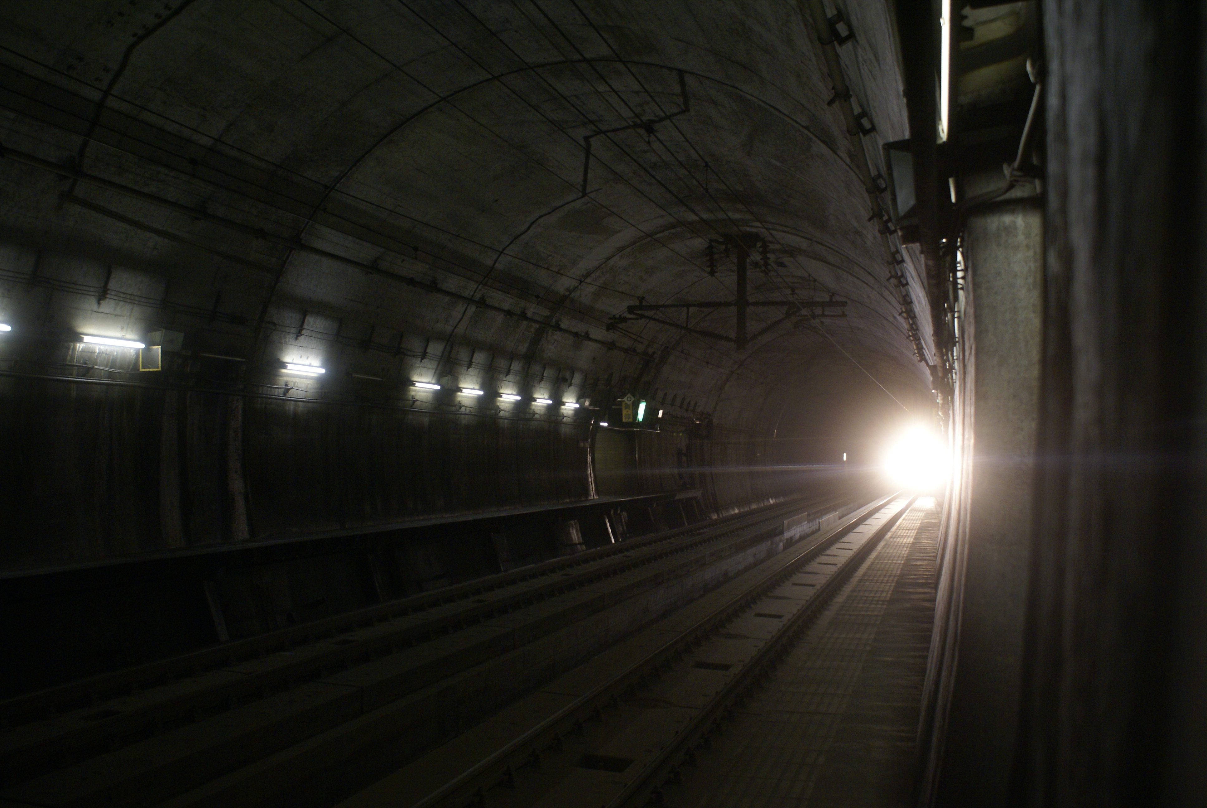 File:Inside seikan tunnel.JPG - Wikimedia Commons
