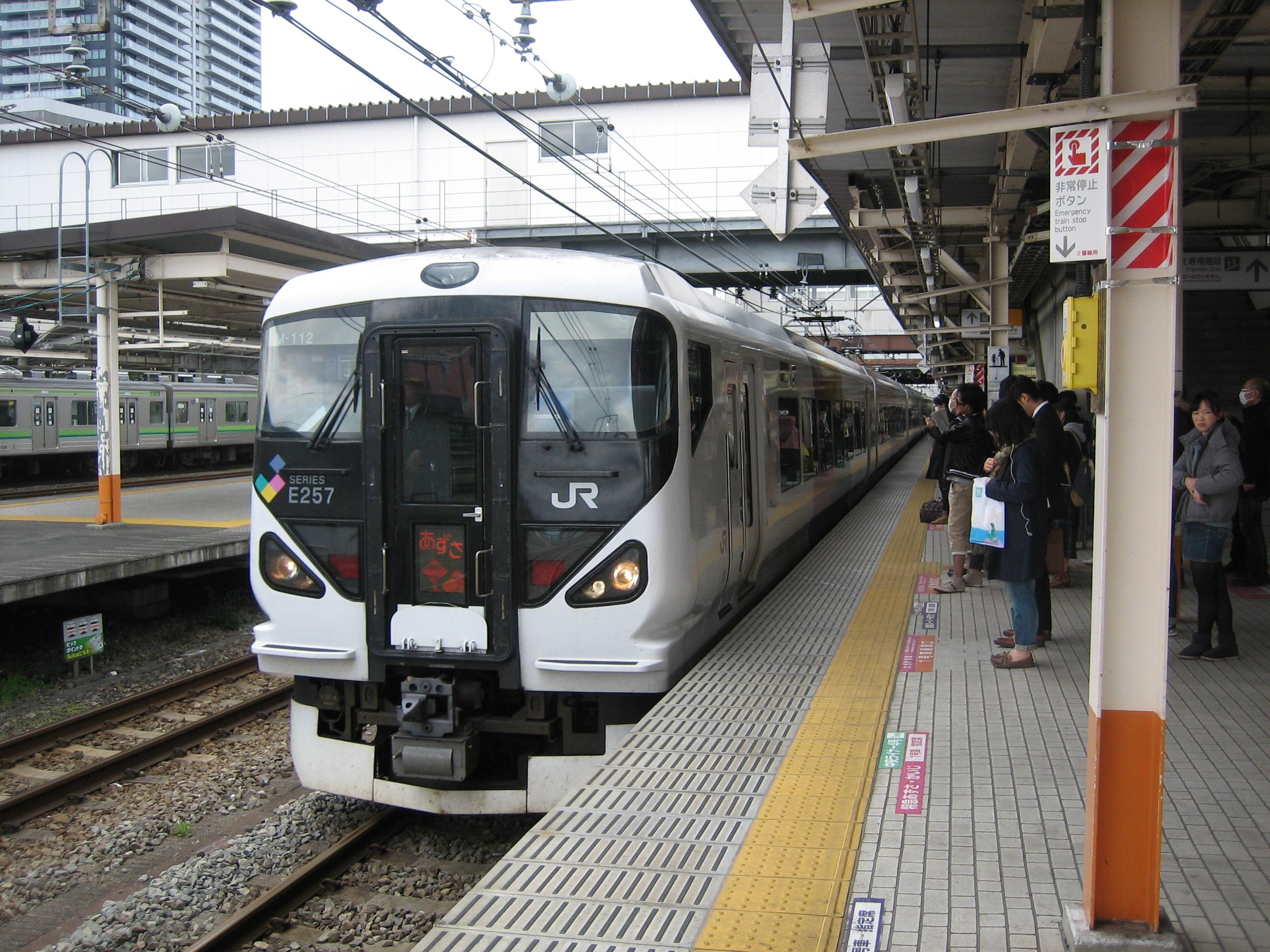 File:JR East E257 on Azusa limited express train service at Hachioji ...