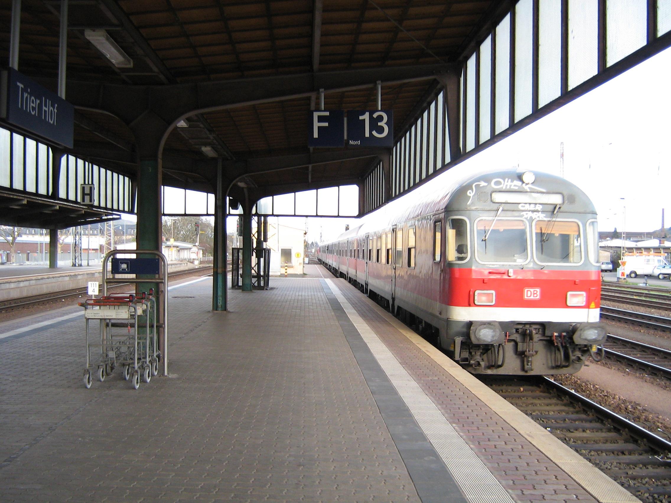 File:Trier station train.jpg - Wikimedia Commons