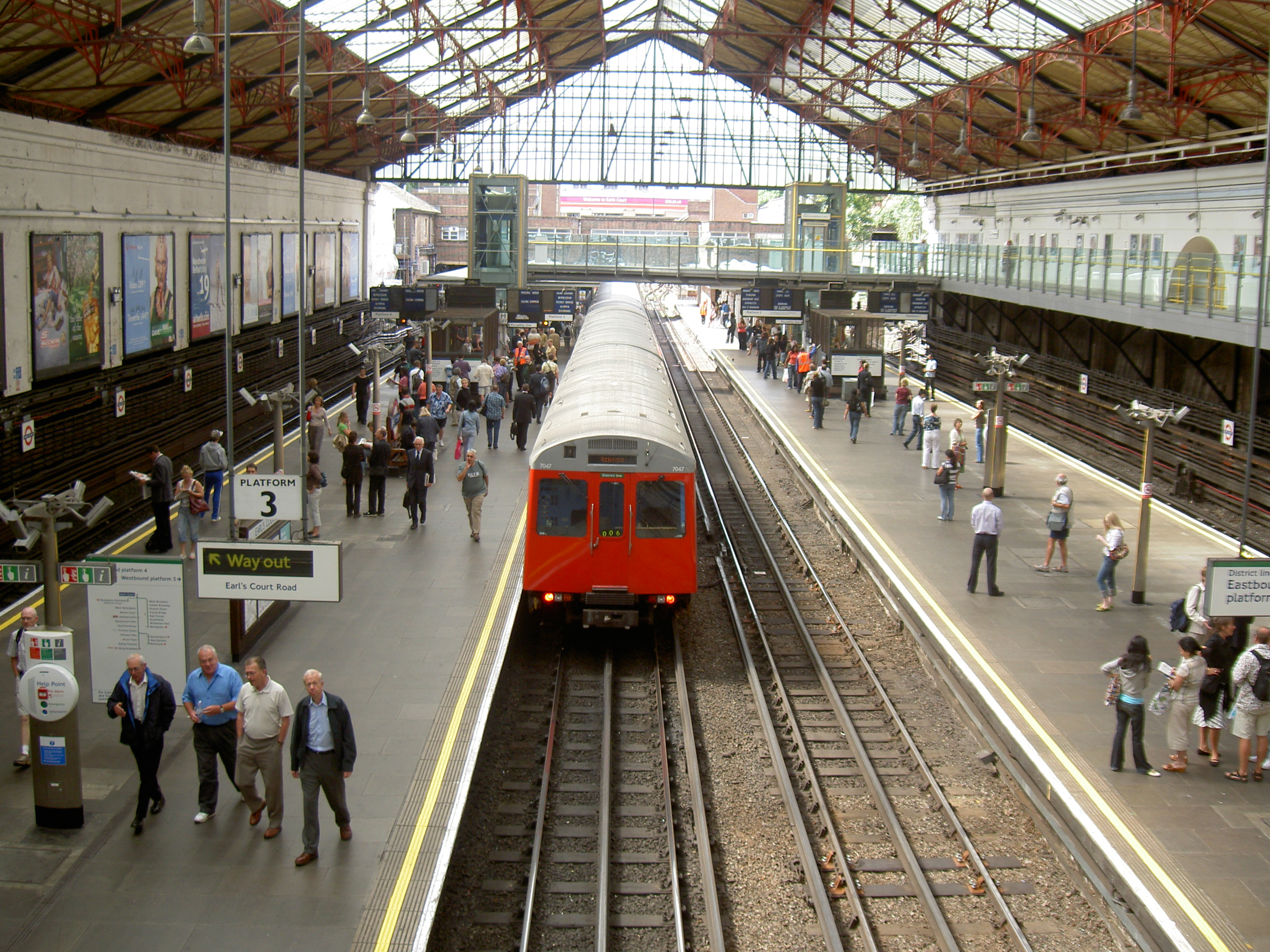 File:London Train Station.jpg - Wikimedia Commons