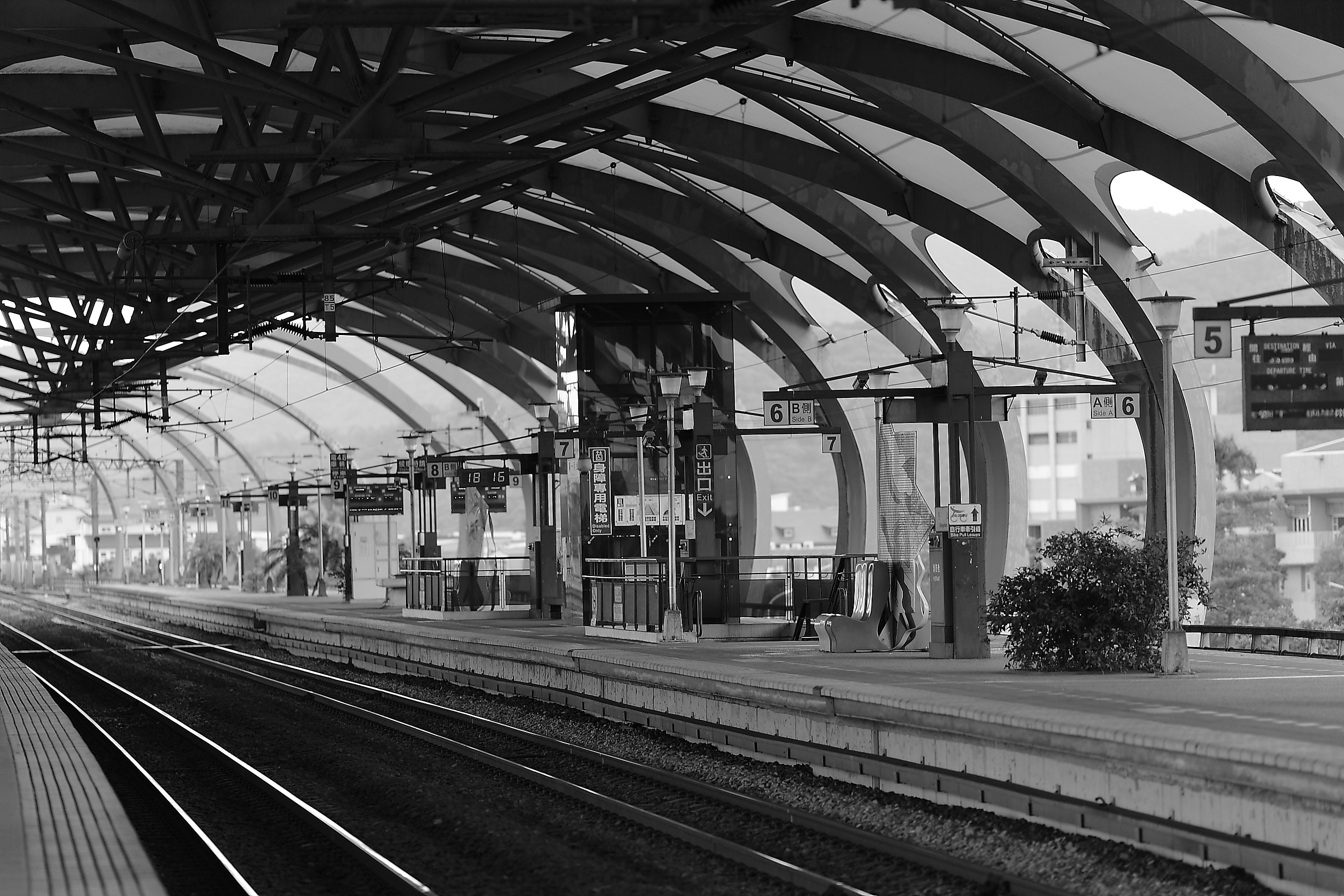 Train Terminal Gray Scale Photo, Black-and-white, City, Empty, Perspective, HQ Photo