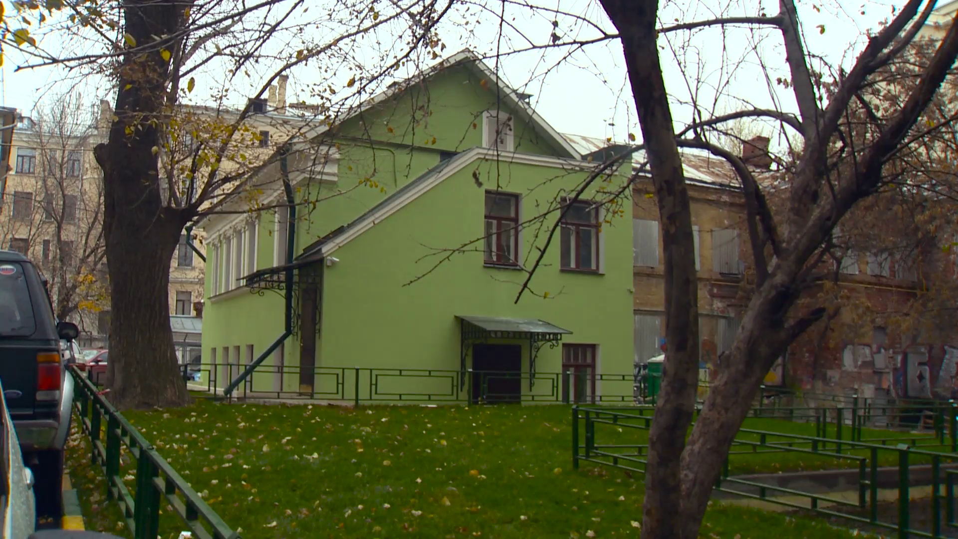 Lawn With Green Grass Near the House. Green House in Moscow. Autumn ...