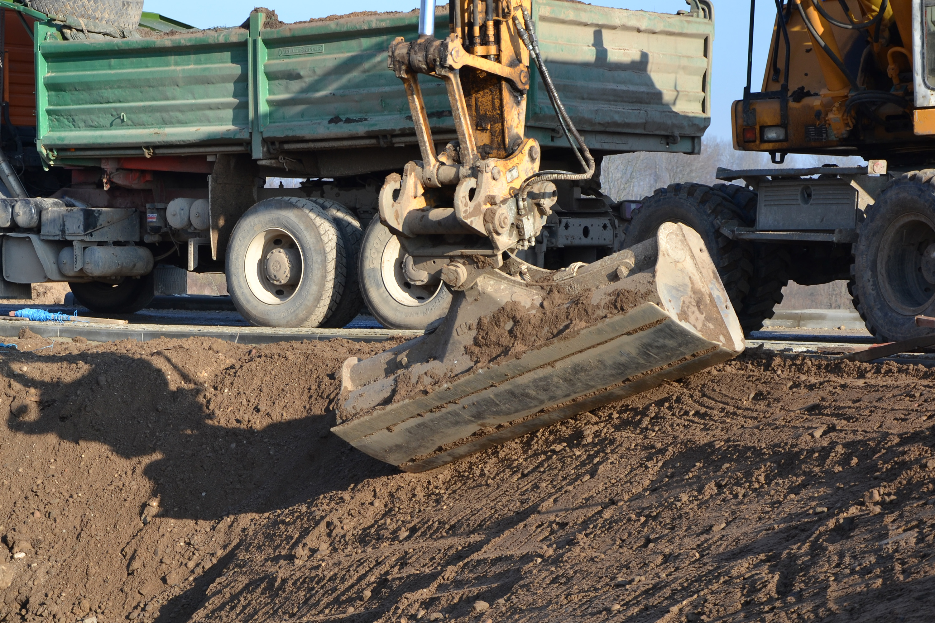 Truck and hoe, Backhoe, Slope, Mud, Muddy, HQ Photo