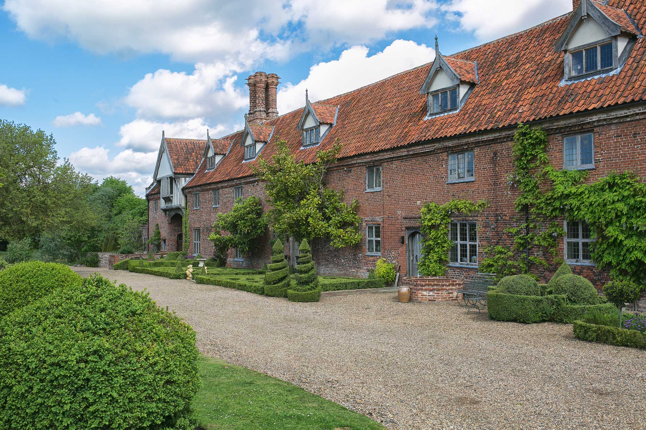 Hales Hall – 15th Century Tudor Hall| Luxury Norfolk Accommodation