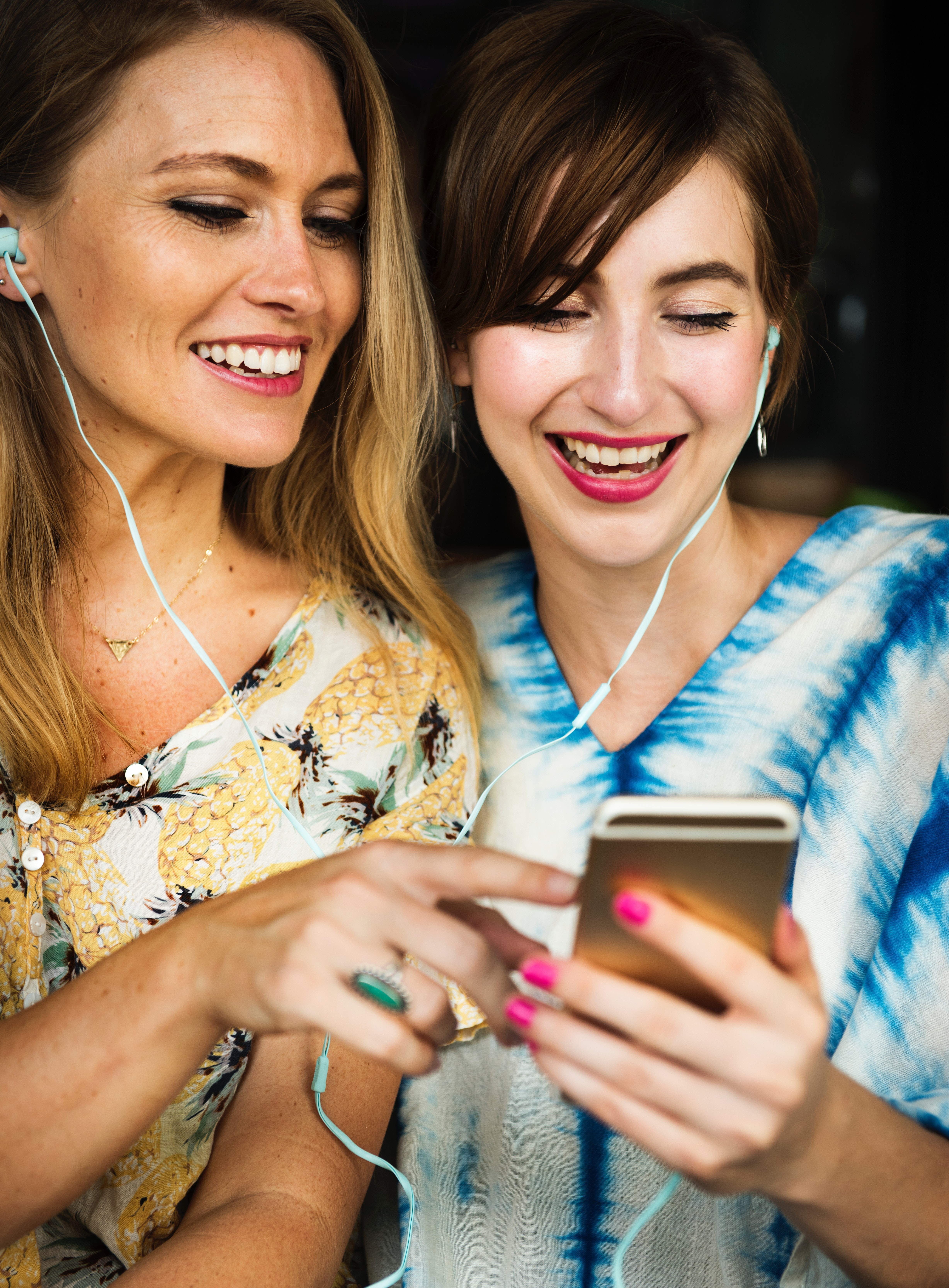 Two Girls Using Iphone, Adult, Songs, Media, Modern, HQ Photo