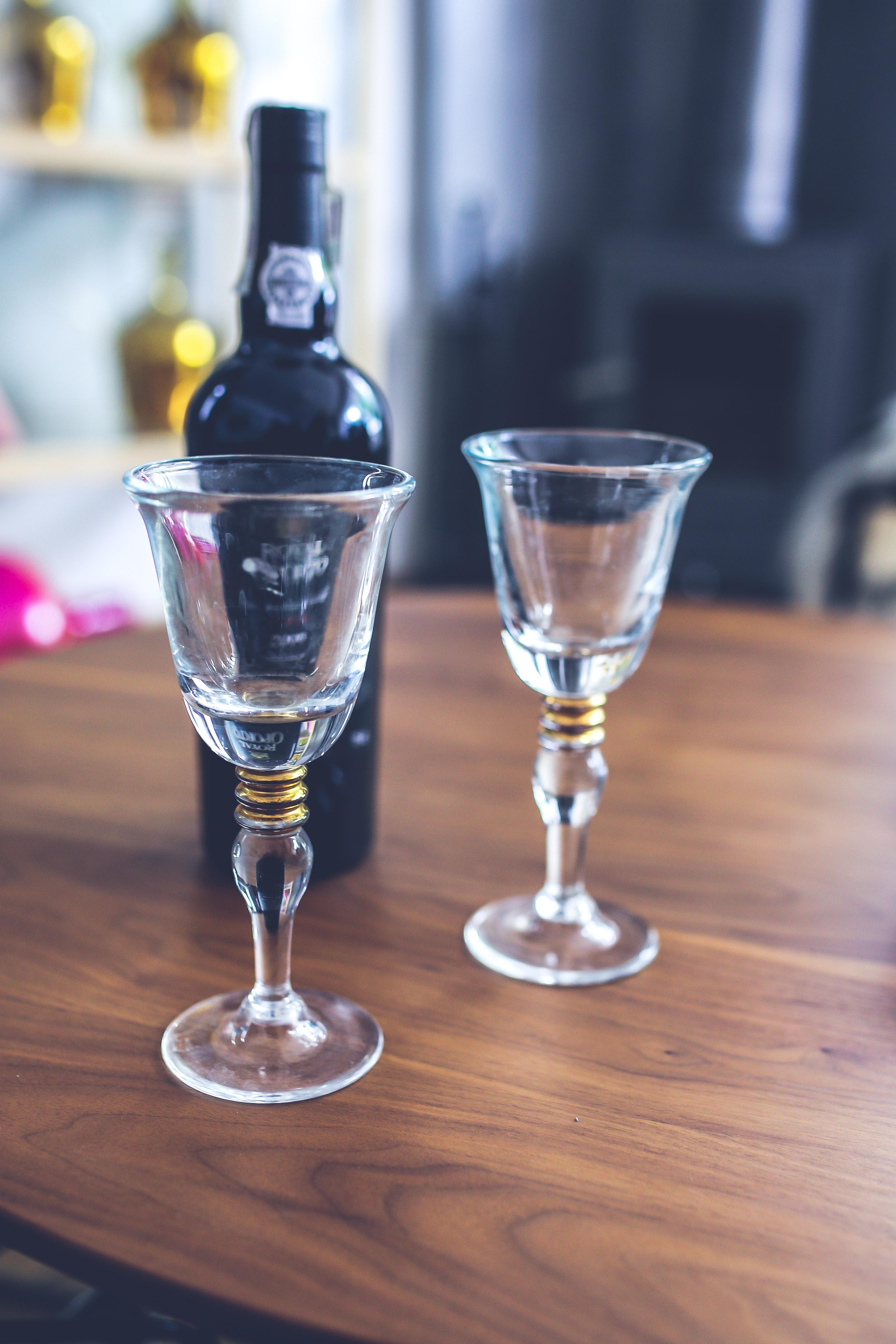 Two wine glasses & bottle, Alcohol, Night, Wine, Toast, HQ Photo