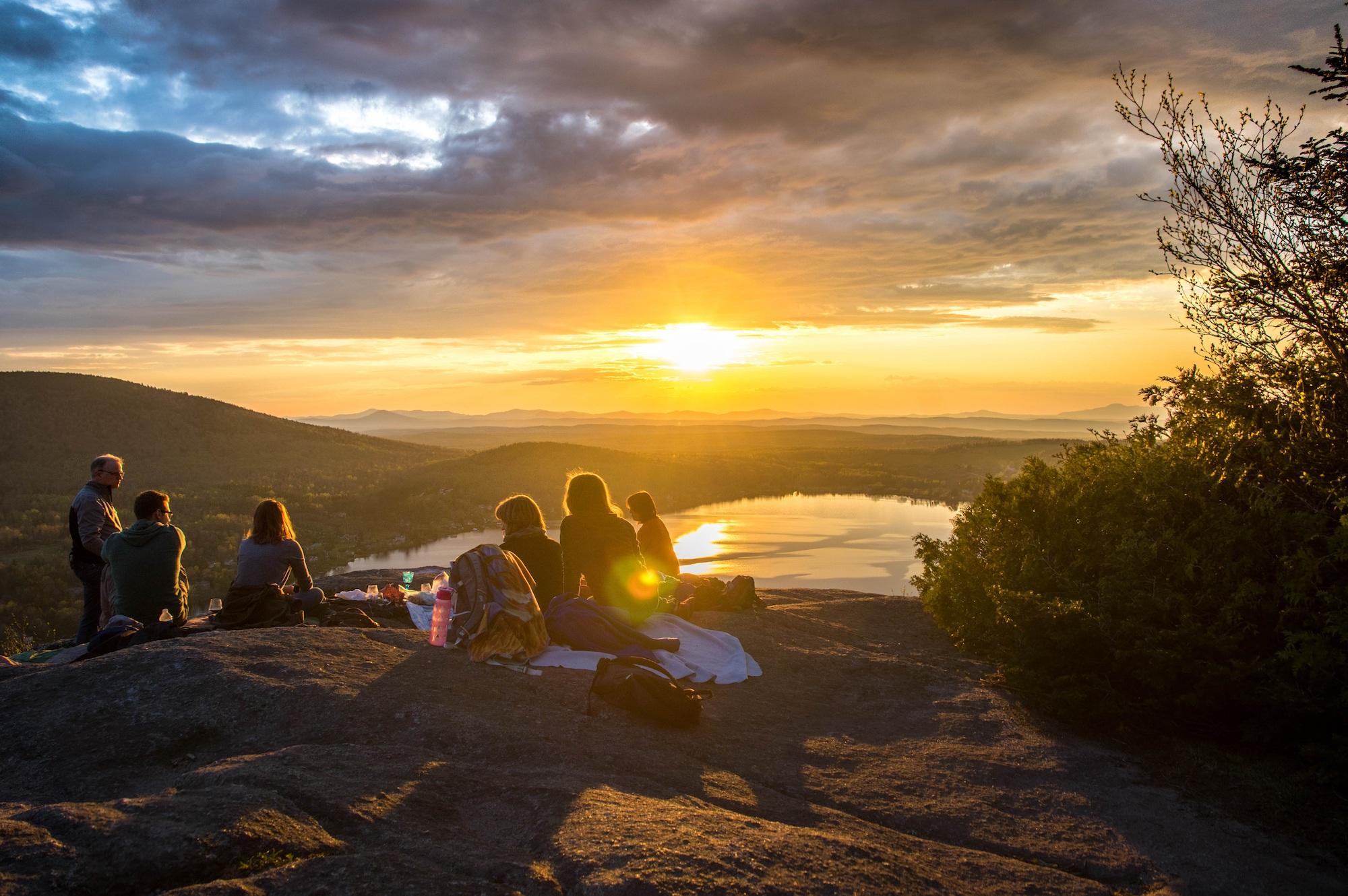 8 Summer Picnic Essentials - Bearfoot Theory