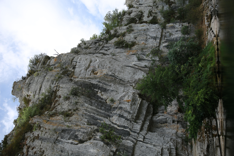 Une des roches des défilés de la beaume photo