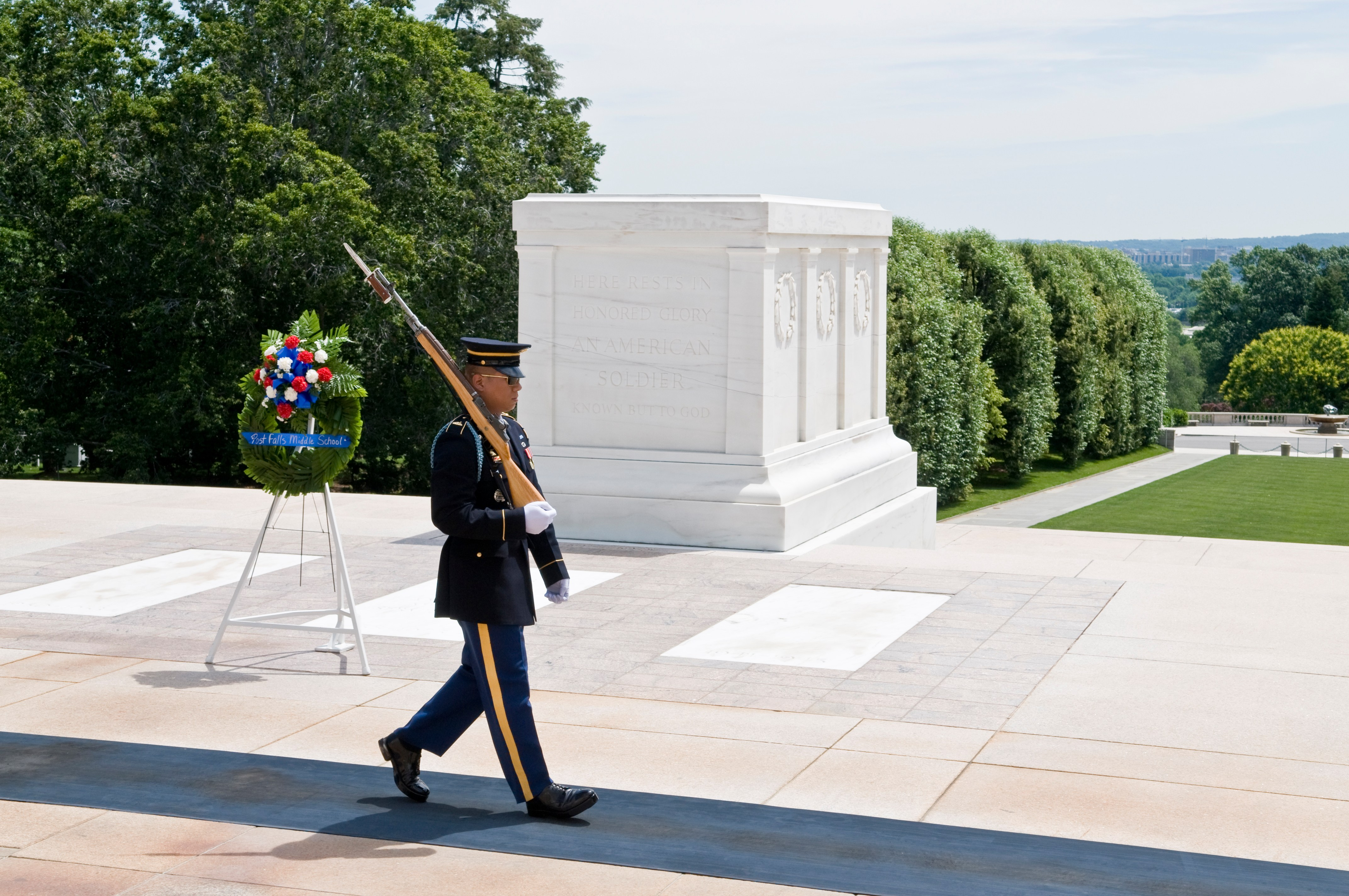 Vern Buchanan honors Memorial Day by laying wreath at Tomb of ...