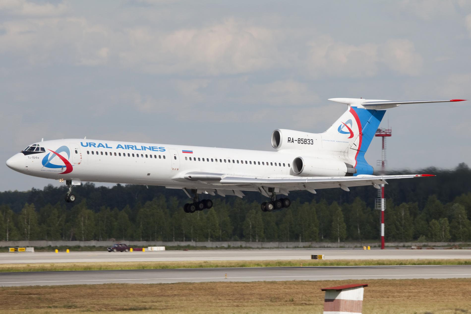 File:RA-85833 Tu154 Ural Airlines new cs (5880205396).jpg ...