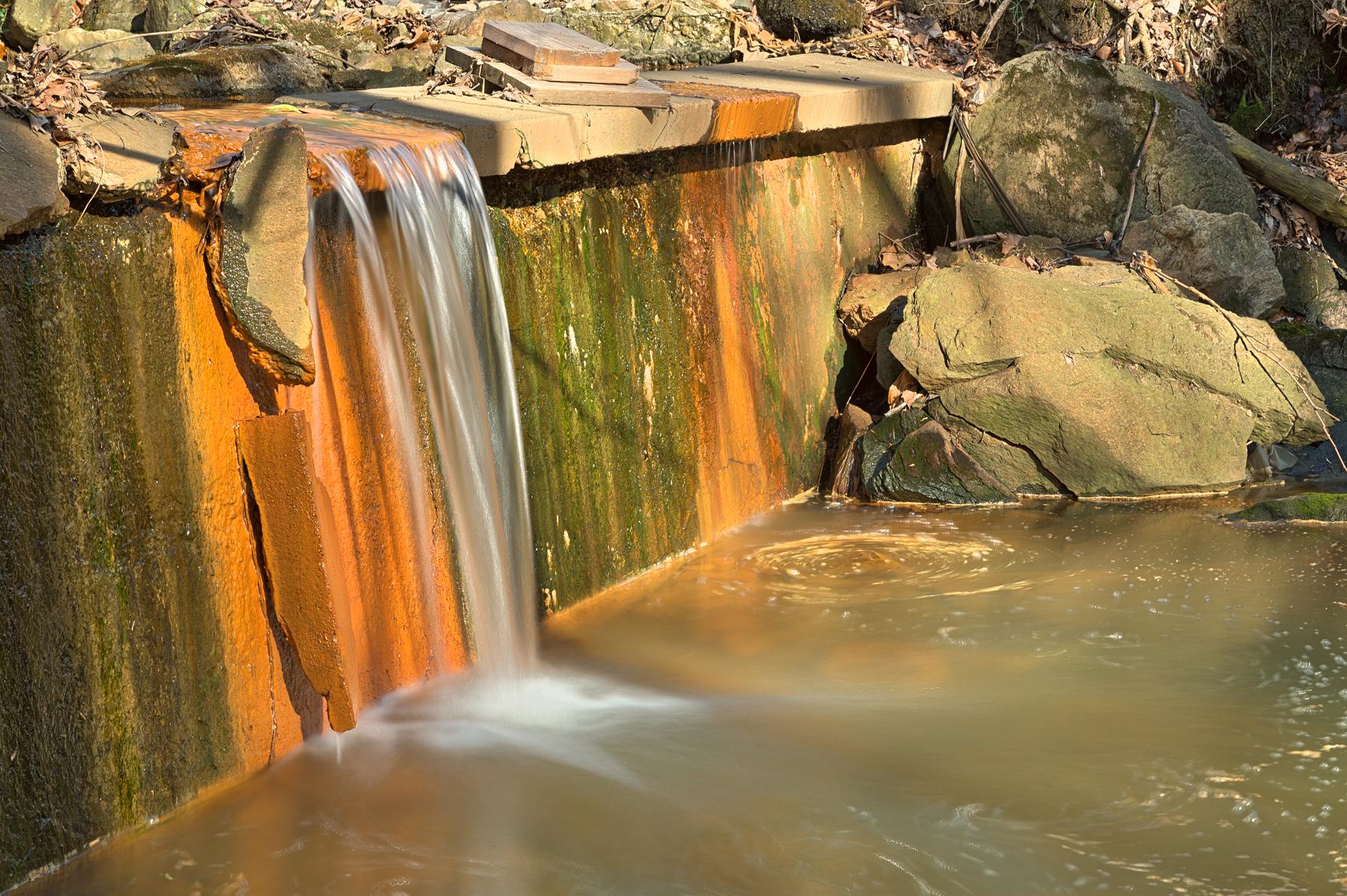 Urbex falls - hdr photo
