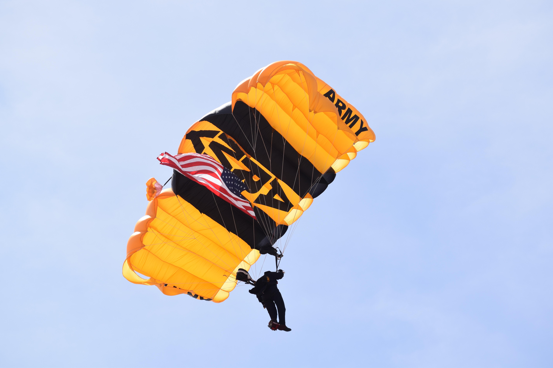US Army Golden Knight Flight, Army, Flag, Jumper, Parachute, HQ Photo