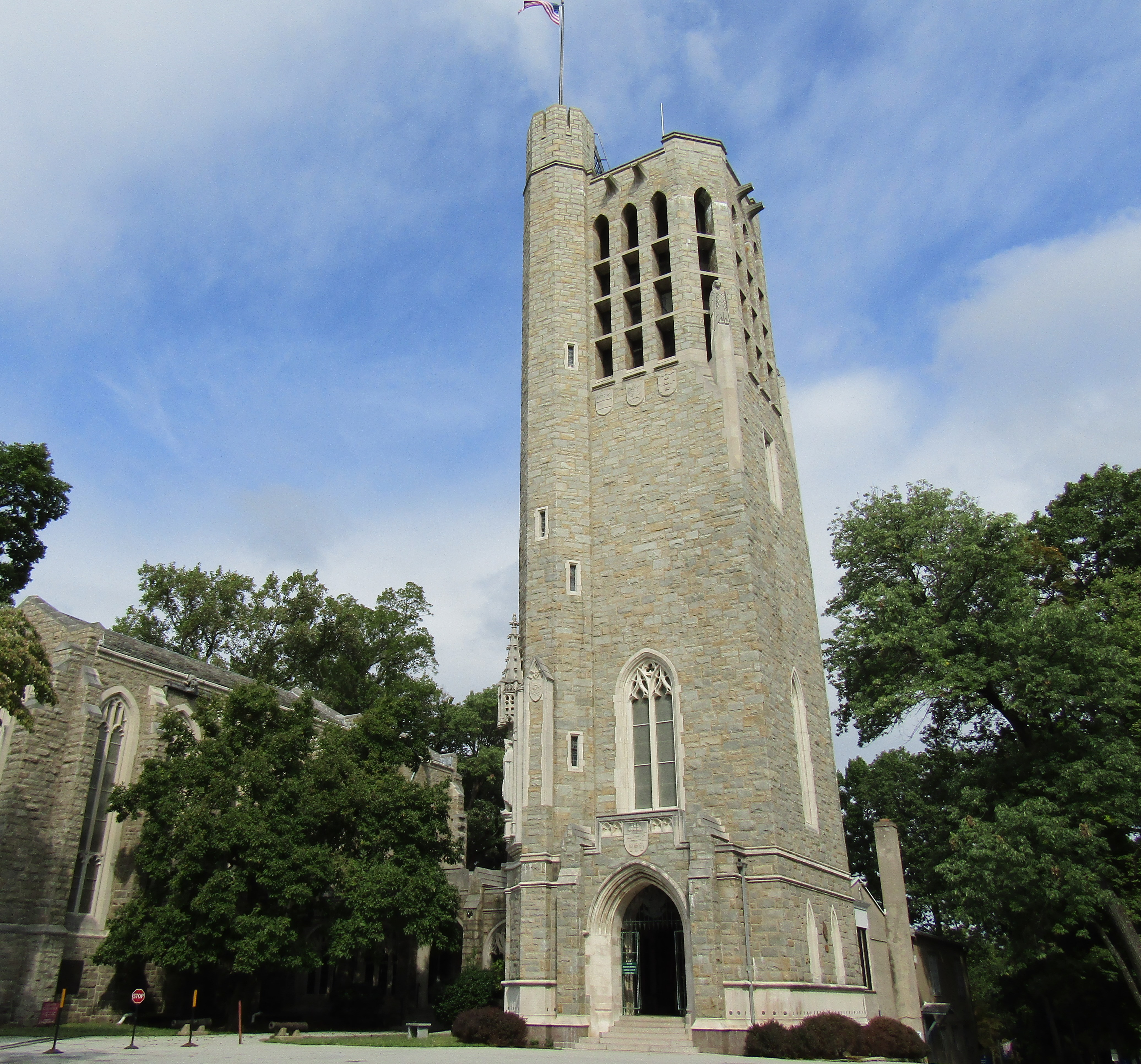 File:Washington Memorial Chapel Valley Forge 9-29-16.jpg - Wikimedia ...