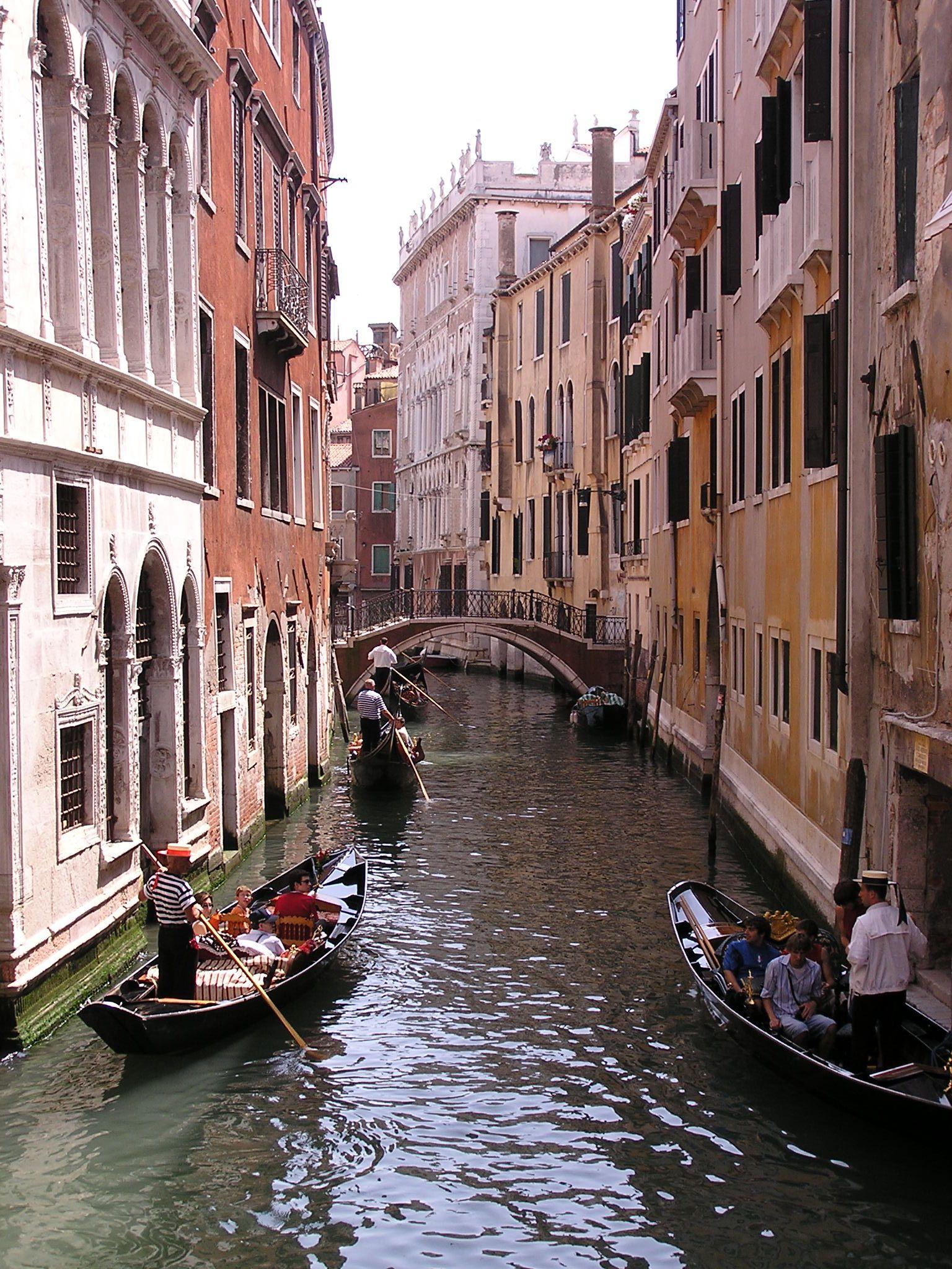 File:Gondola-Venice-Italy.jpg - Wikimedia Commons