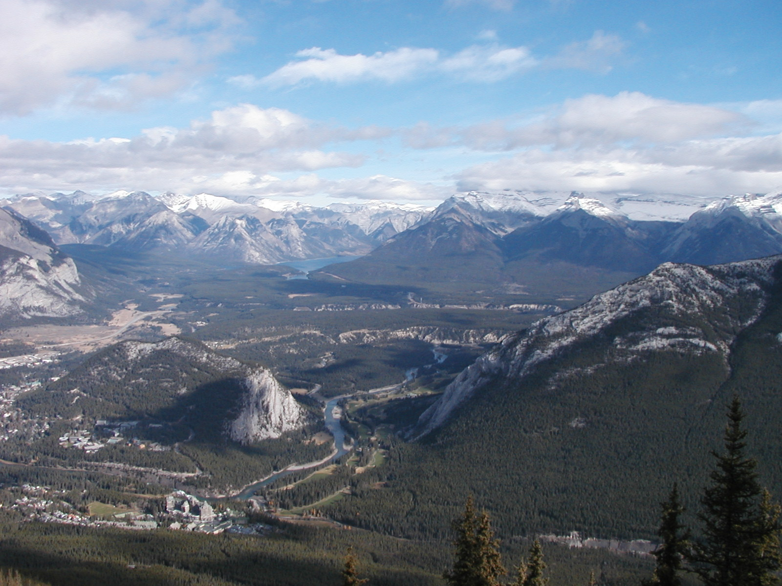 File:View from the top of Sulphur Mountain.jpg - Wikimedia Commons