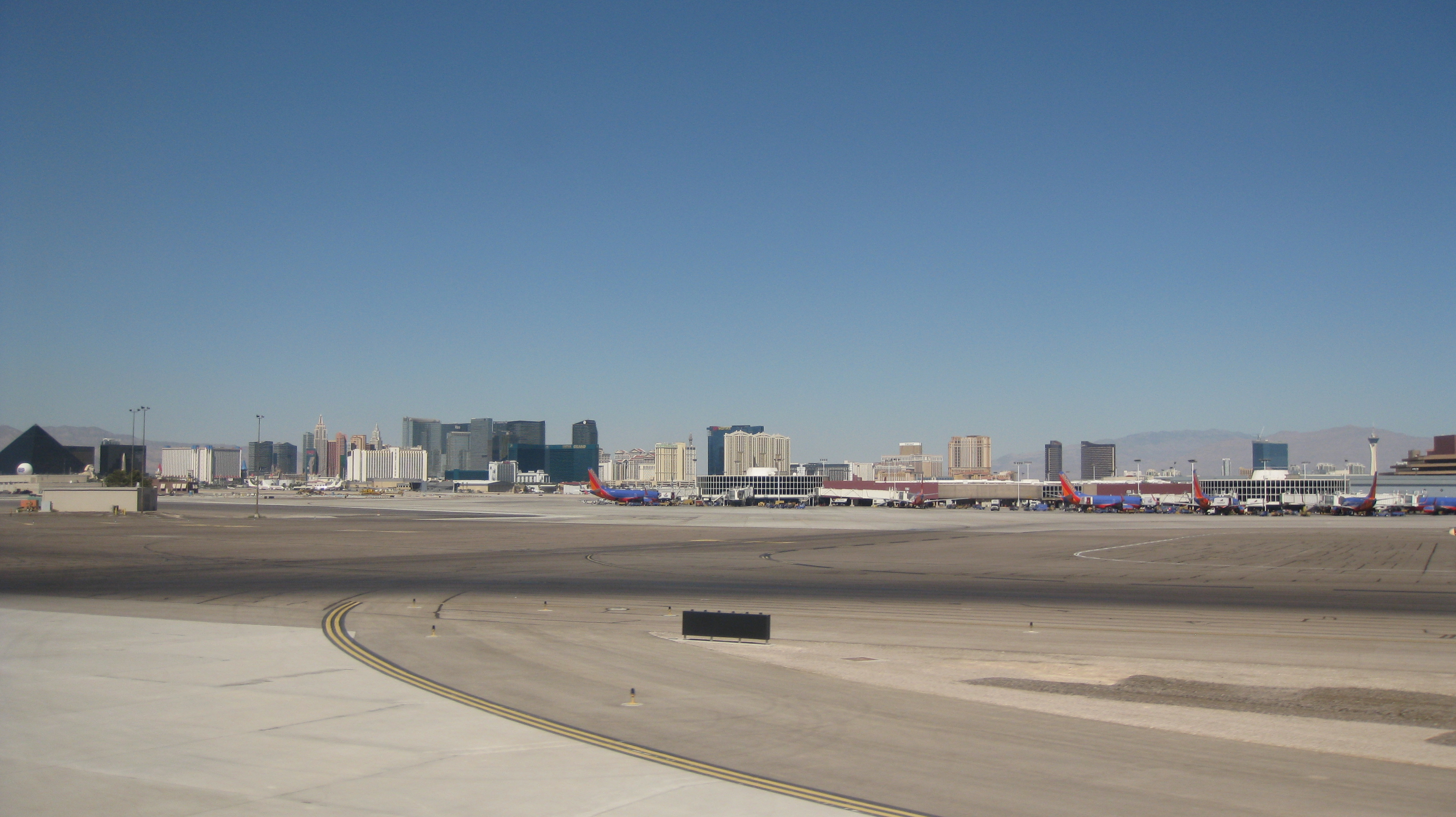 File:A View of the Strip from McCarran International Airport IMG ...