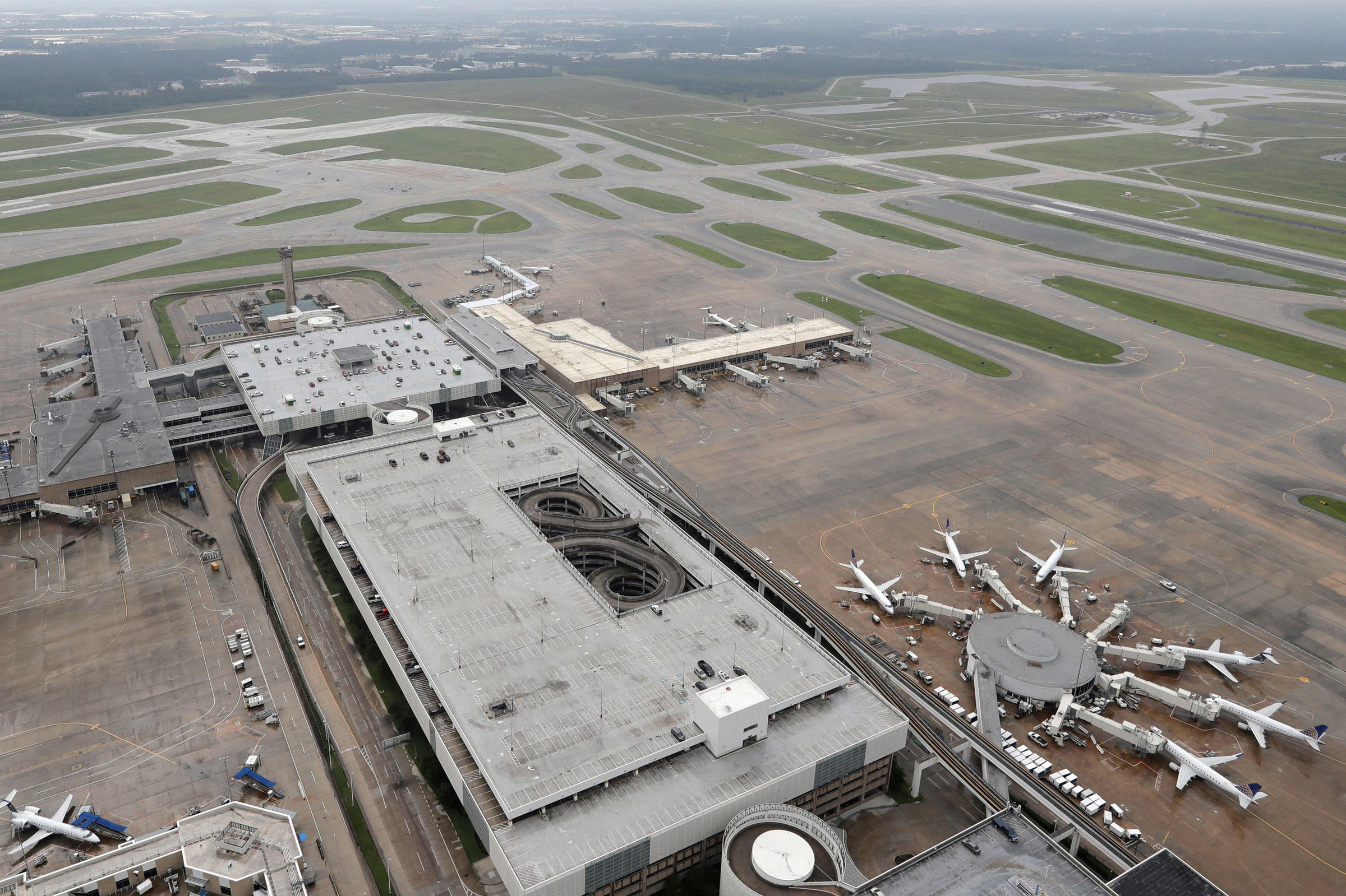 With Rain Lessening In Houston, Airports And Ports Begin Opening | WKMS