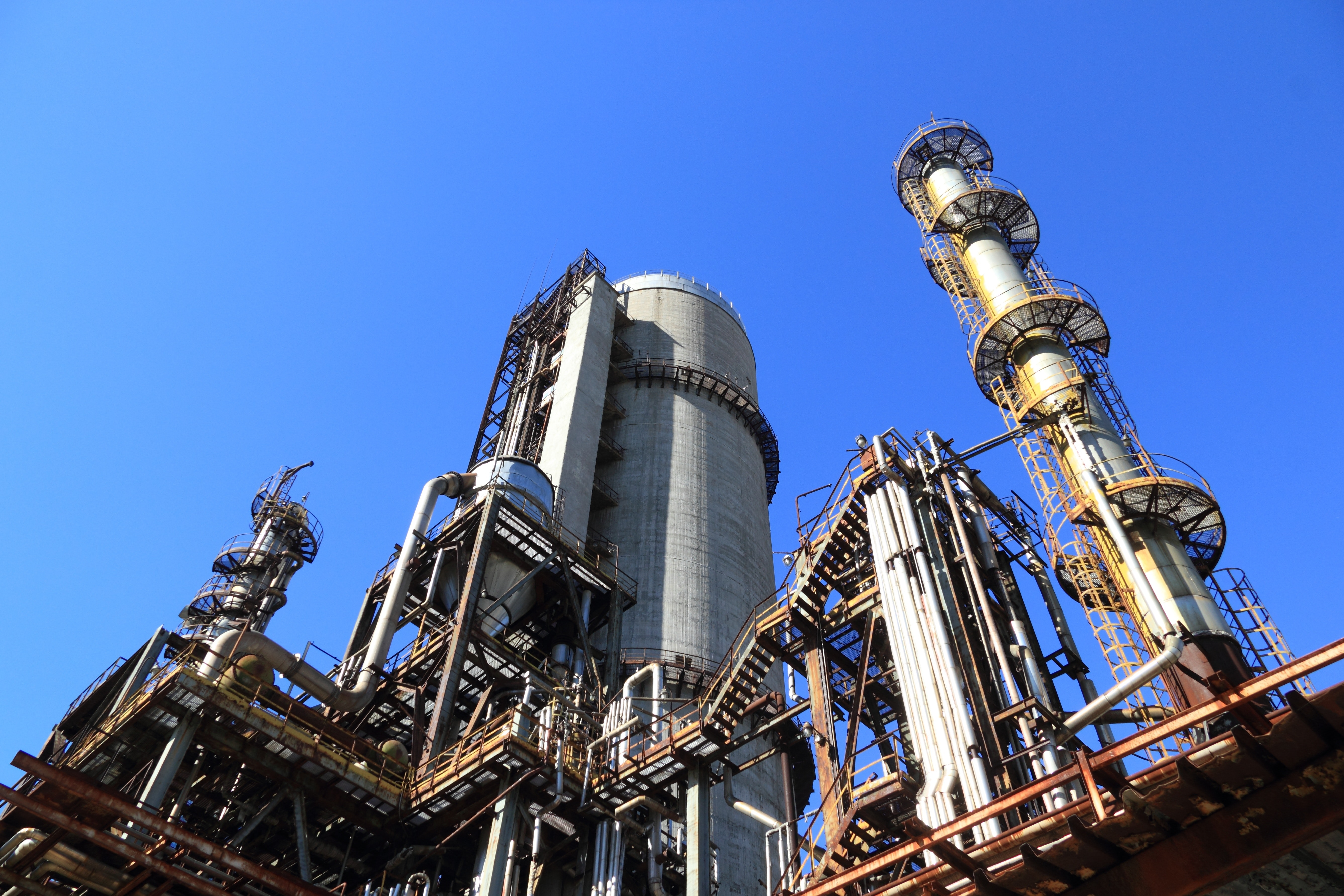 View of Factory Against Blue Sky, Production, Power, Pipe, Rusty, HQ Photo