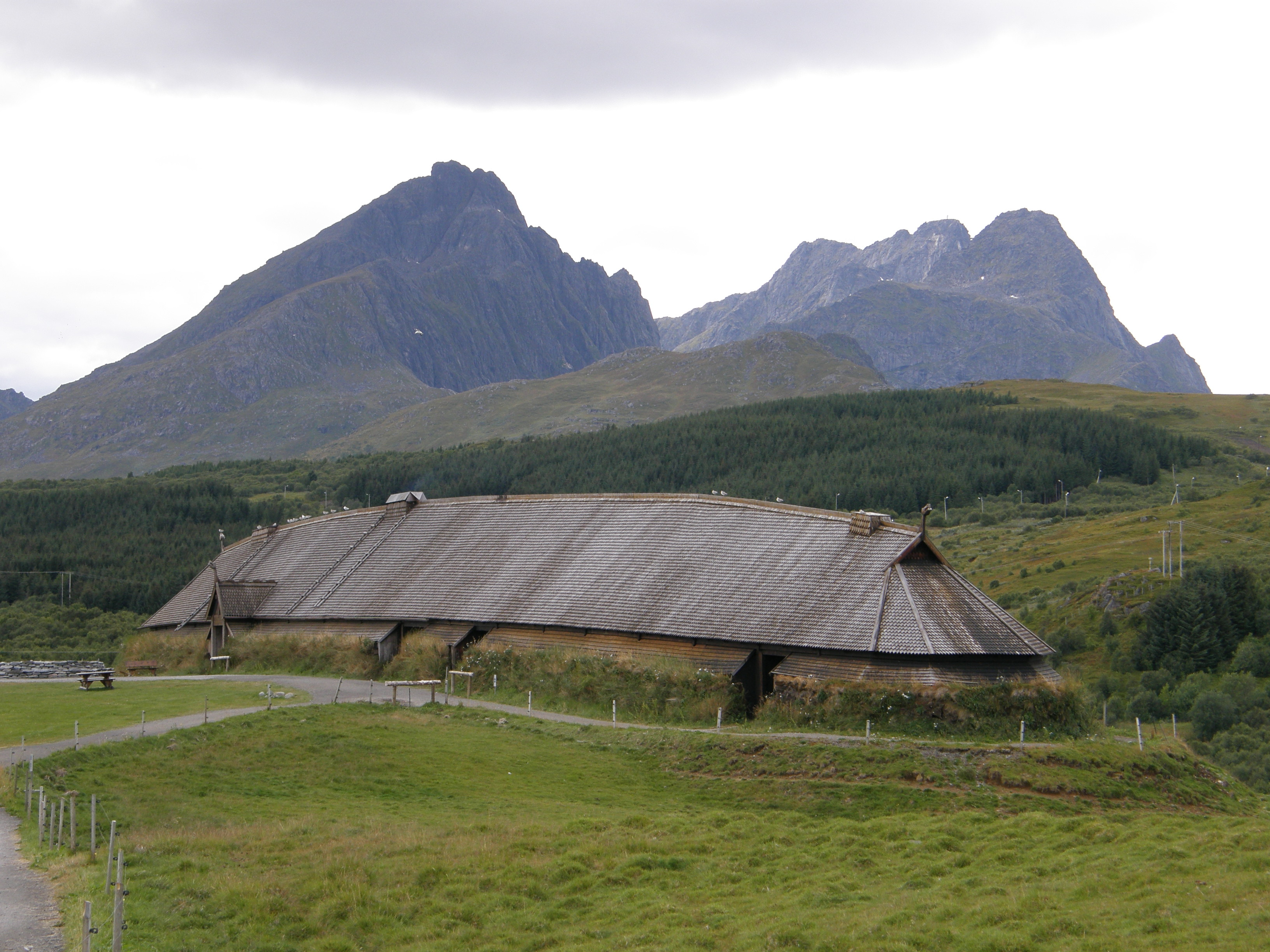 File:Viking longhouse - Borg 01.jpg - Wikimedia Commons