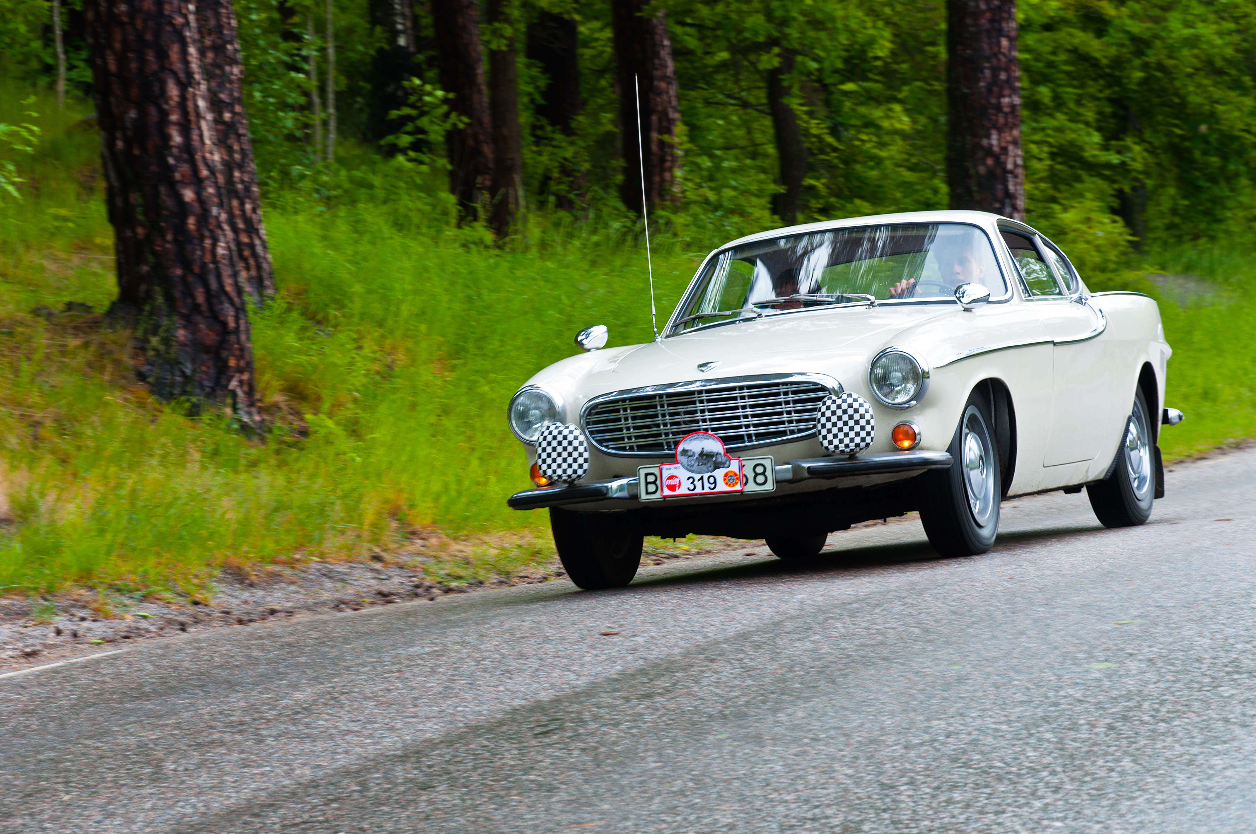 Volvo p1800s from 1966 photo