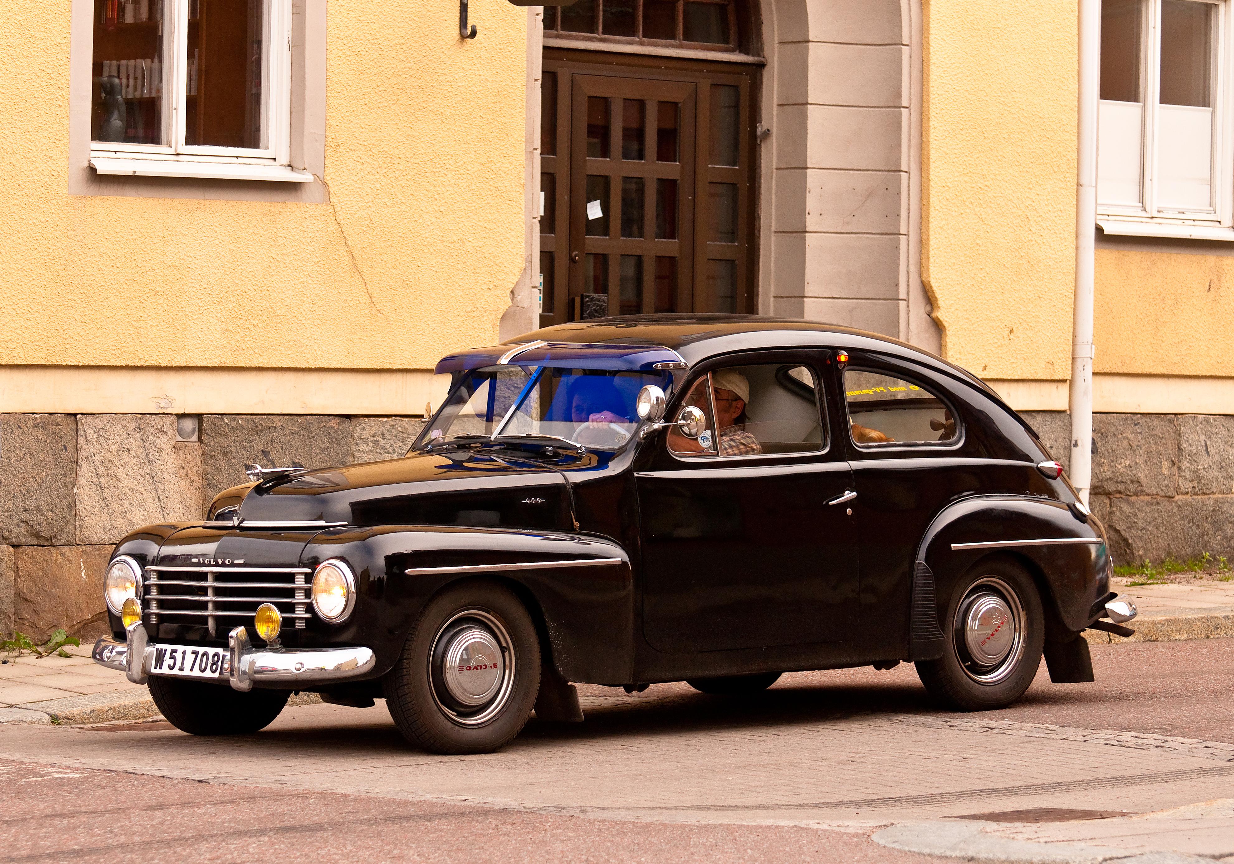 Volvo pv 444 photo