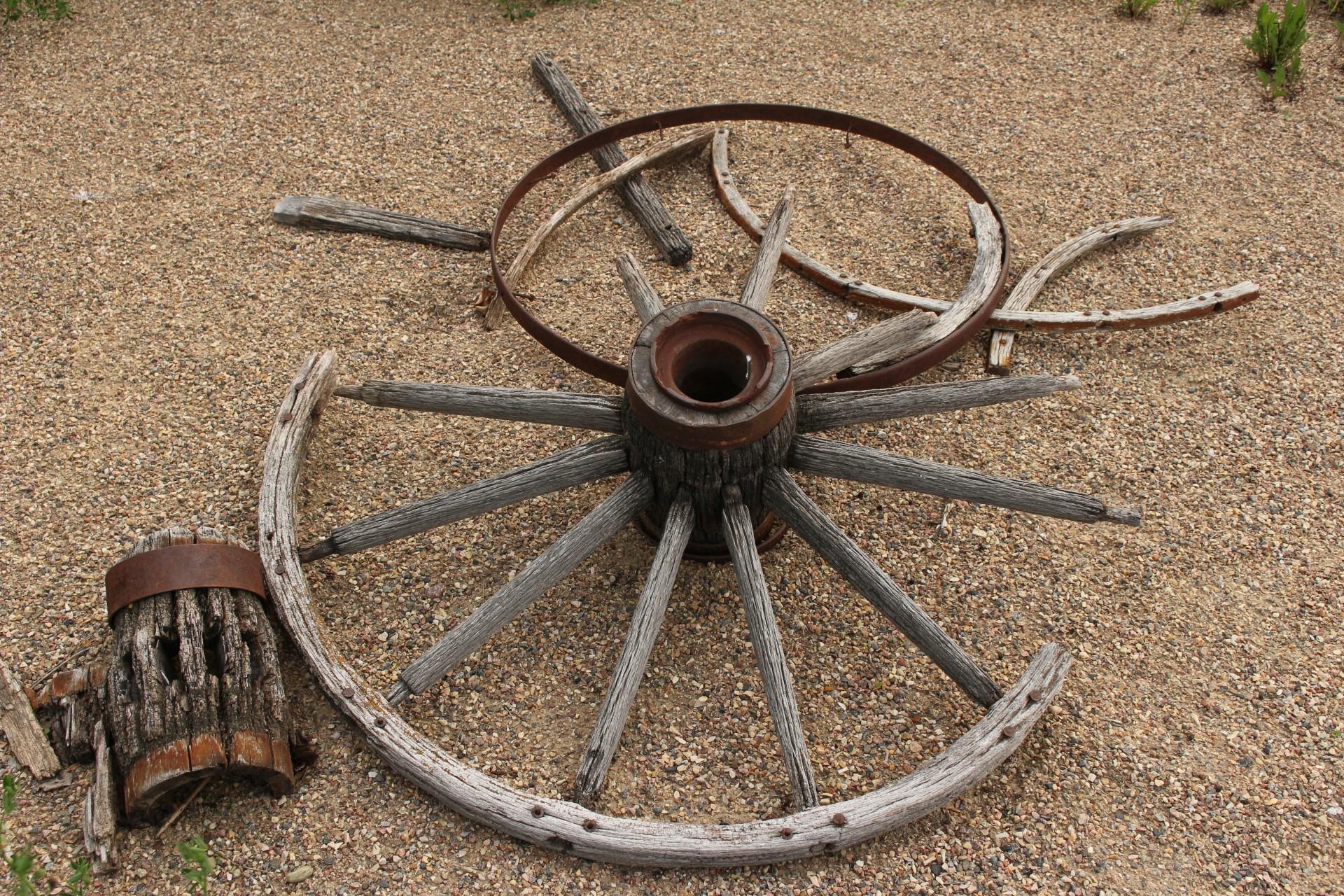Broken Wagon Wheel Free Stock Photo - Public Domain Pictures