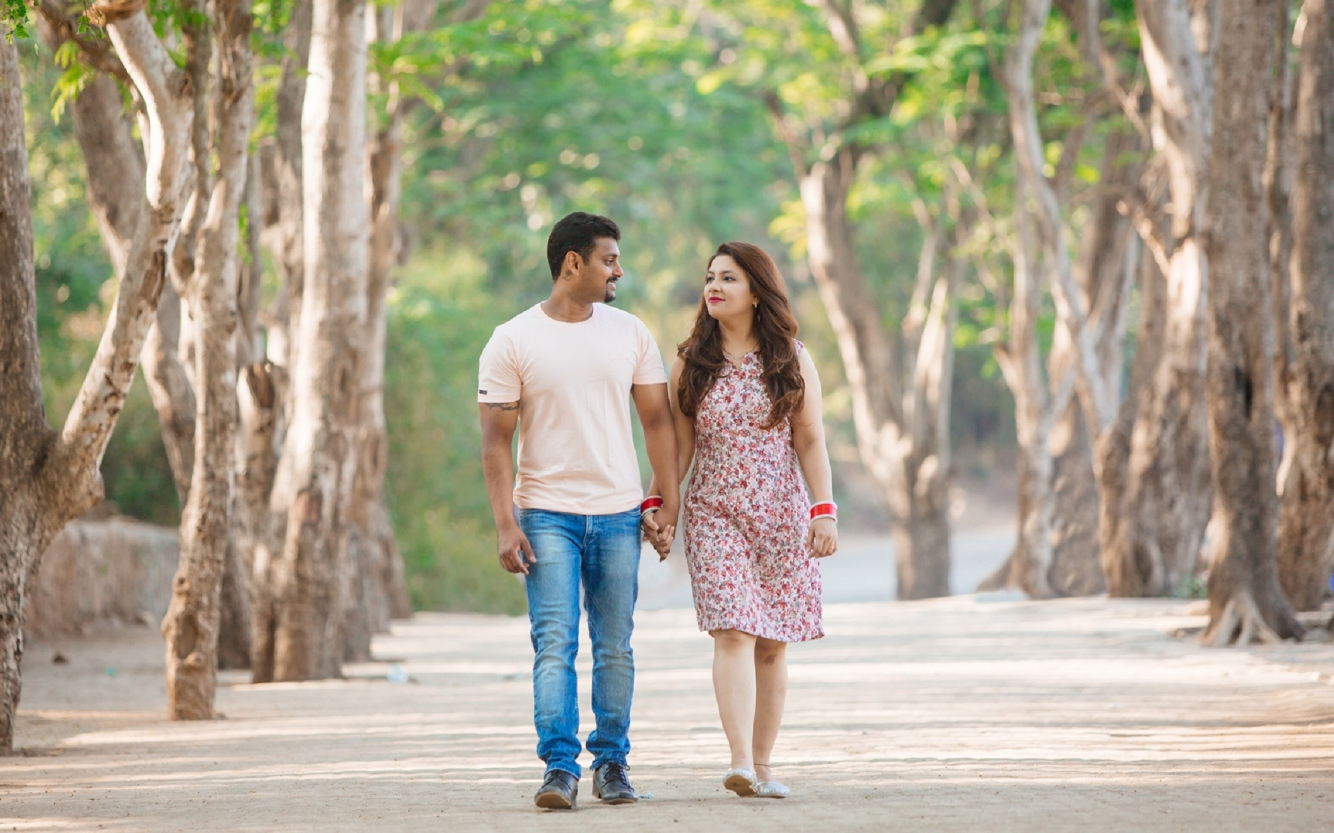 Hands holding couple walking in park lovely | HD Wallpapers Rocks