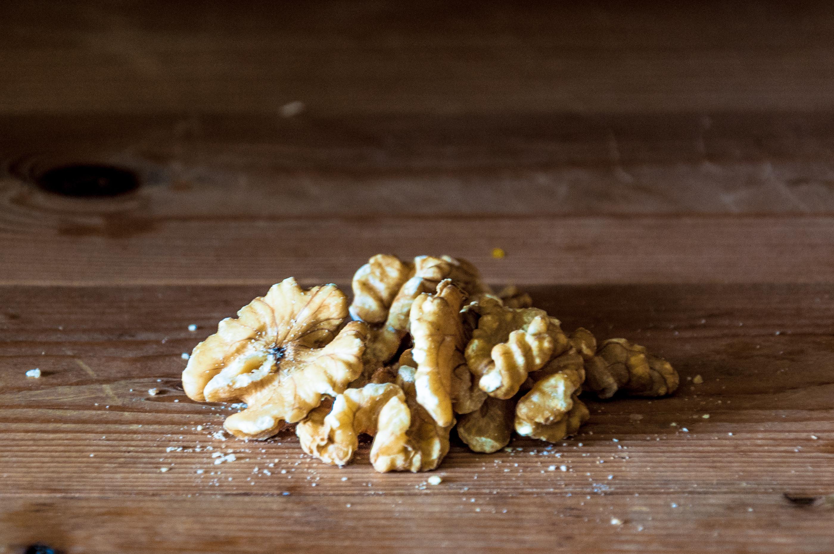 Walnuts on wooden table, Arabian, Season, Old, Open, HQ Photo