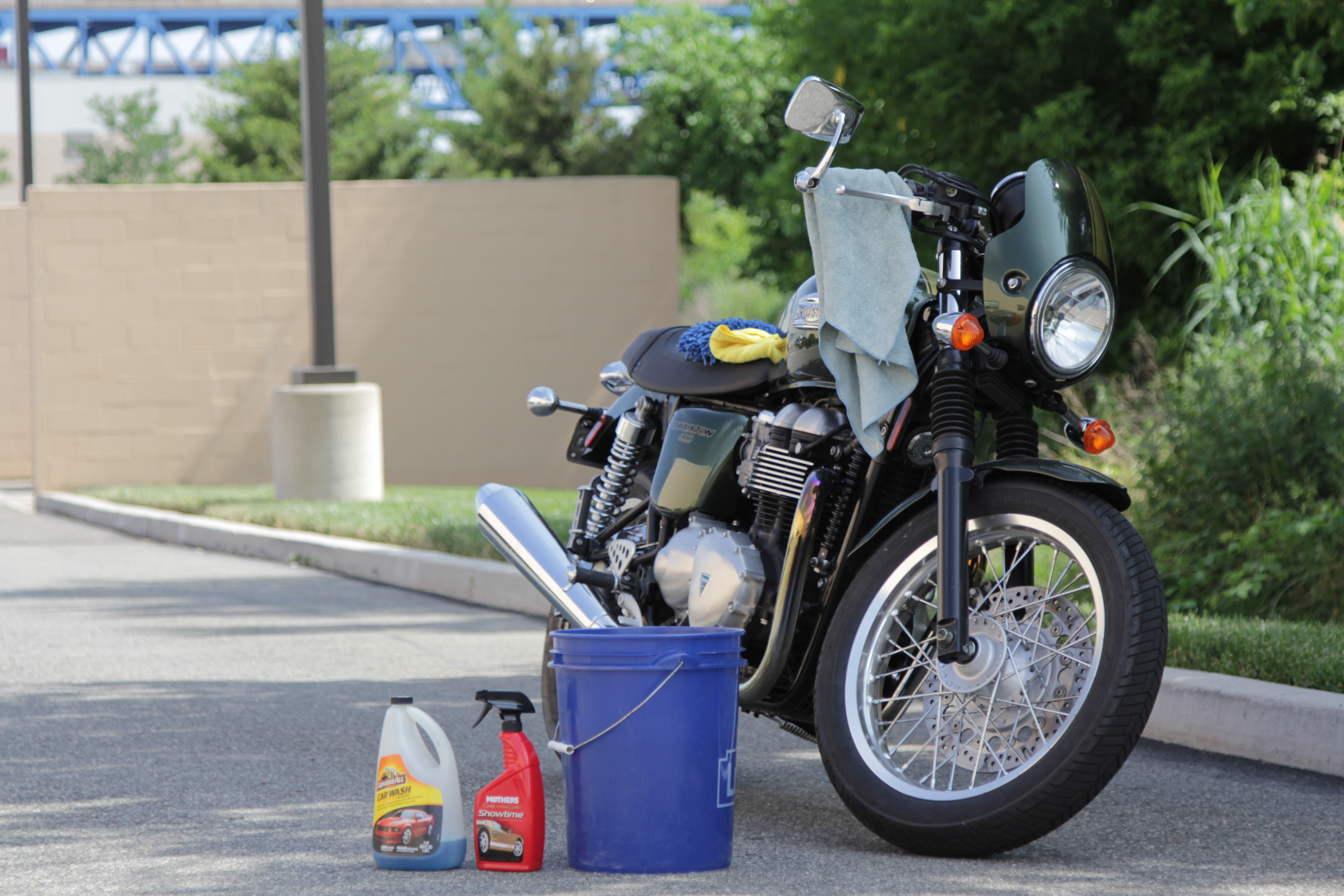 How to wash a motorcycle