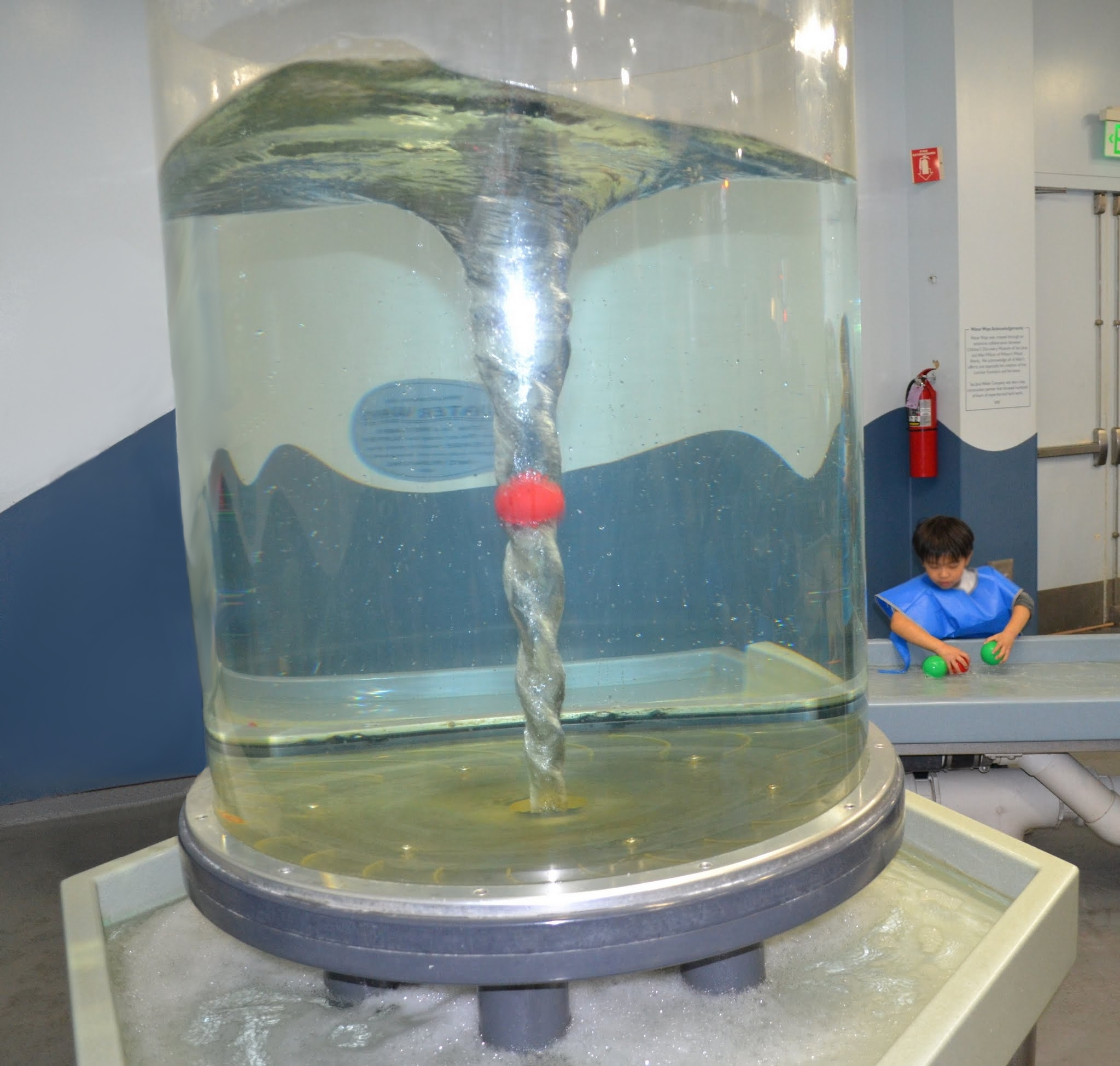 File:Water display at children's discovery museum in San Jose ...
