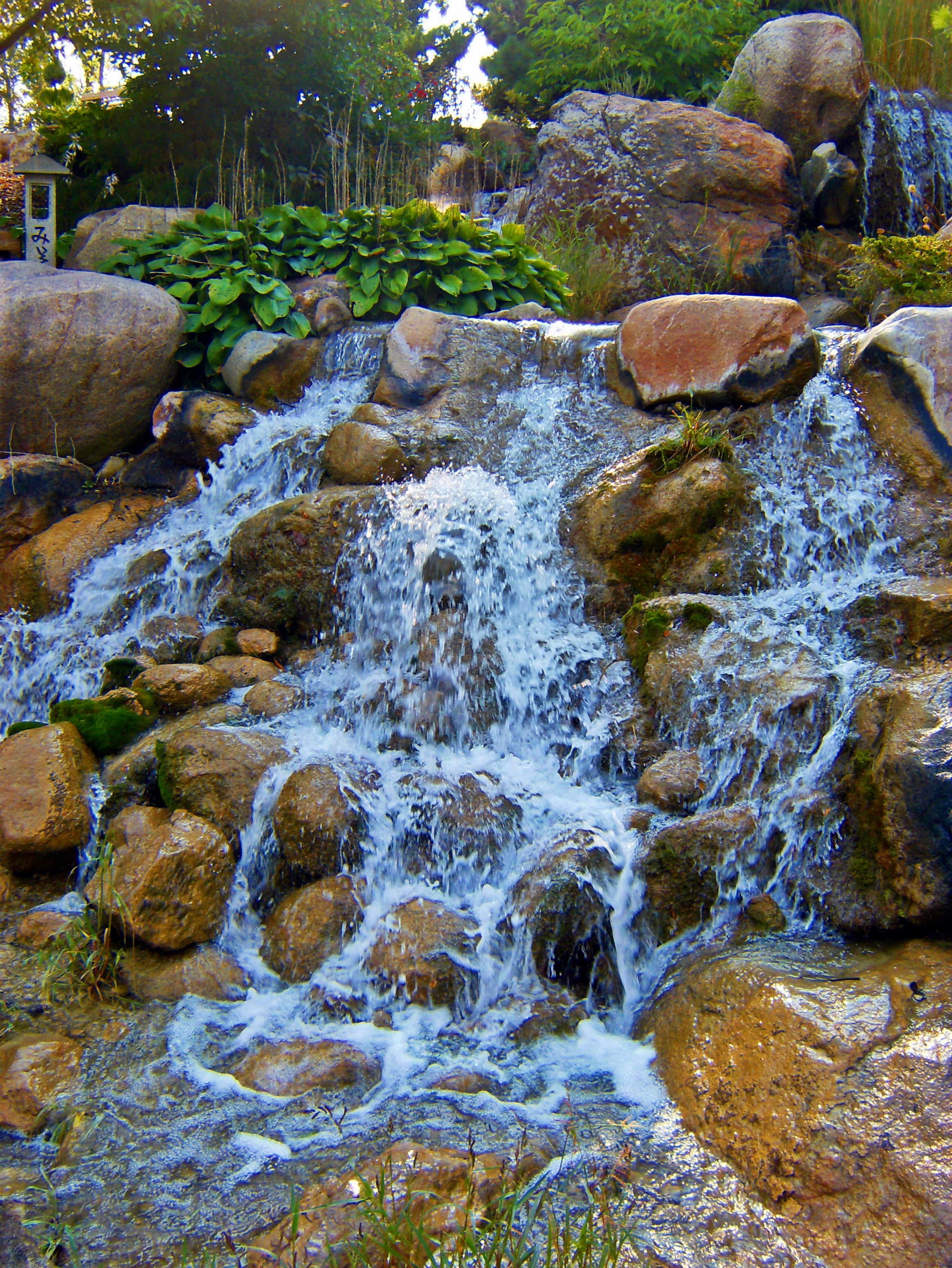File:Waterfall at Japanese Water Garden.jpg - Wikimedia Commons