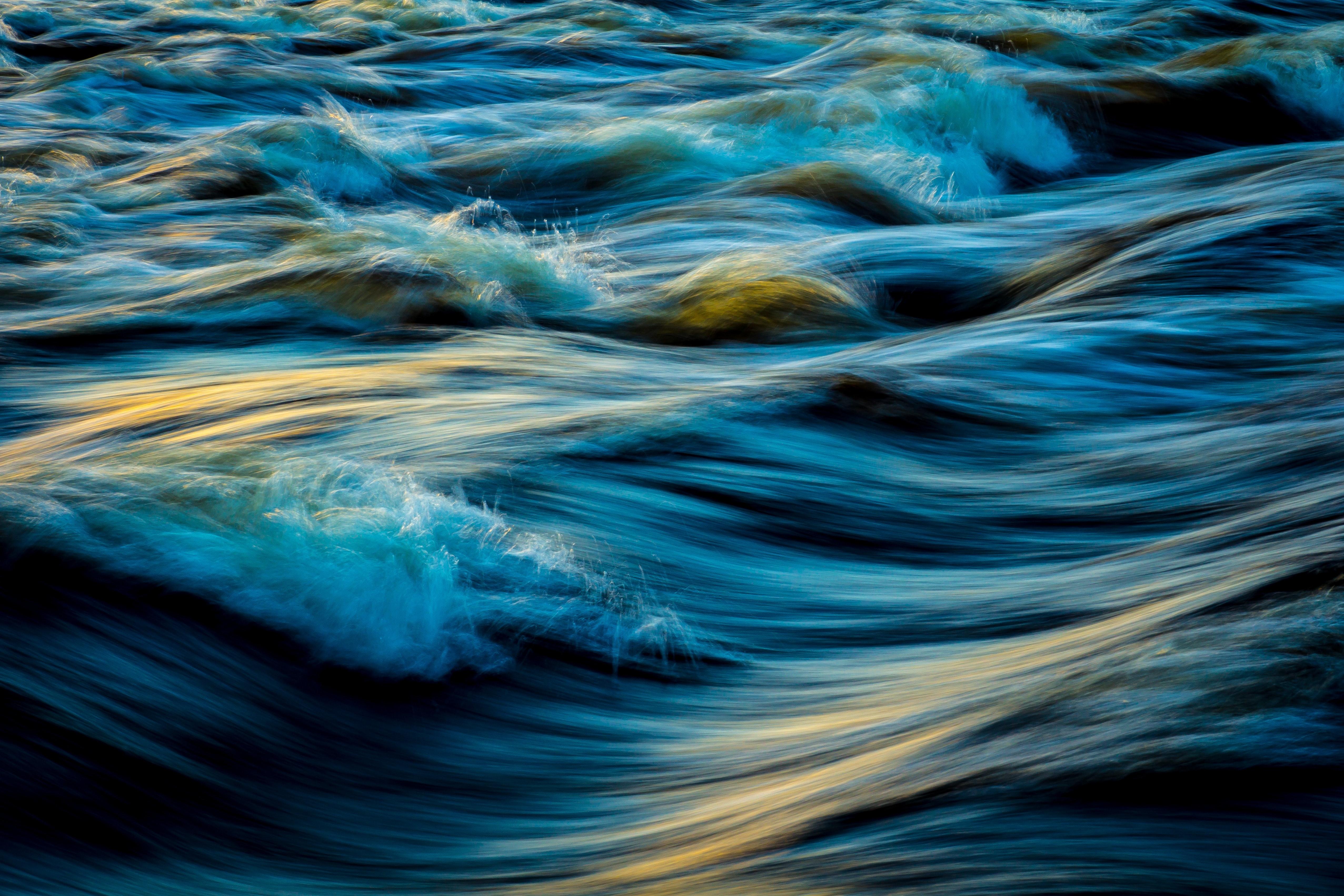 1000+ Amazing Waves Photos · Pexels · Free Stock Photos