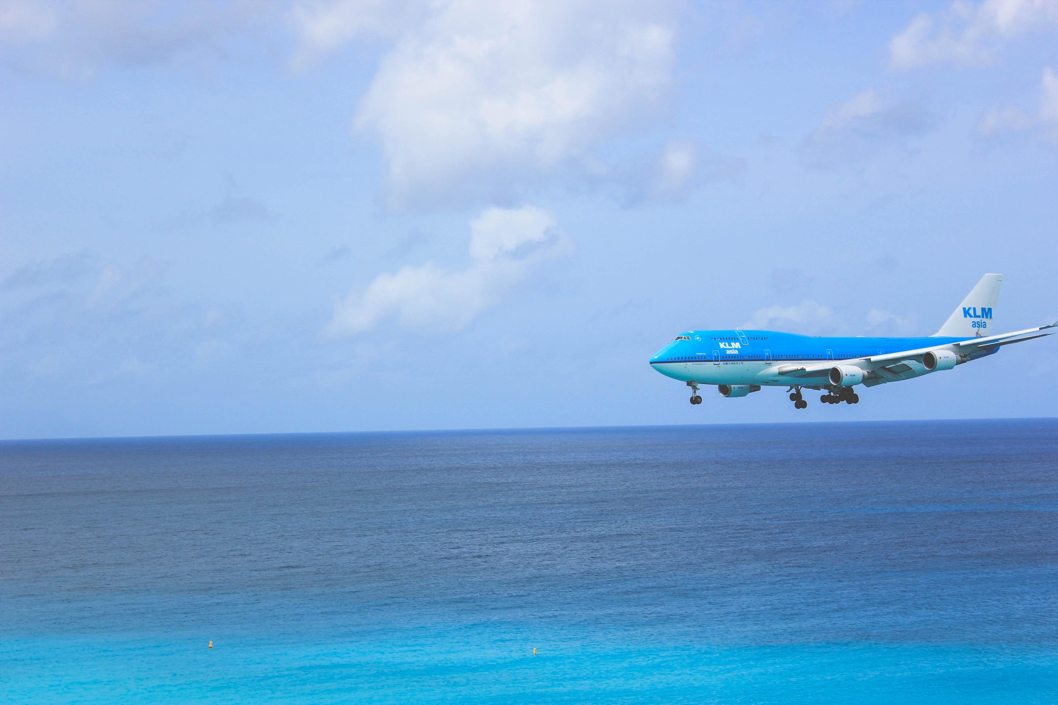 White and Blue Passenger Plane, Air travel, Ocean, Vacation, Tropical, HQ Photo