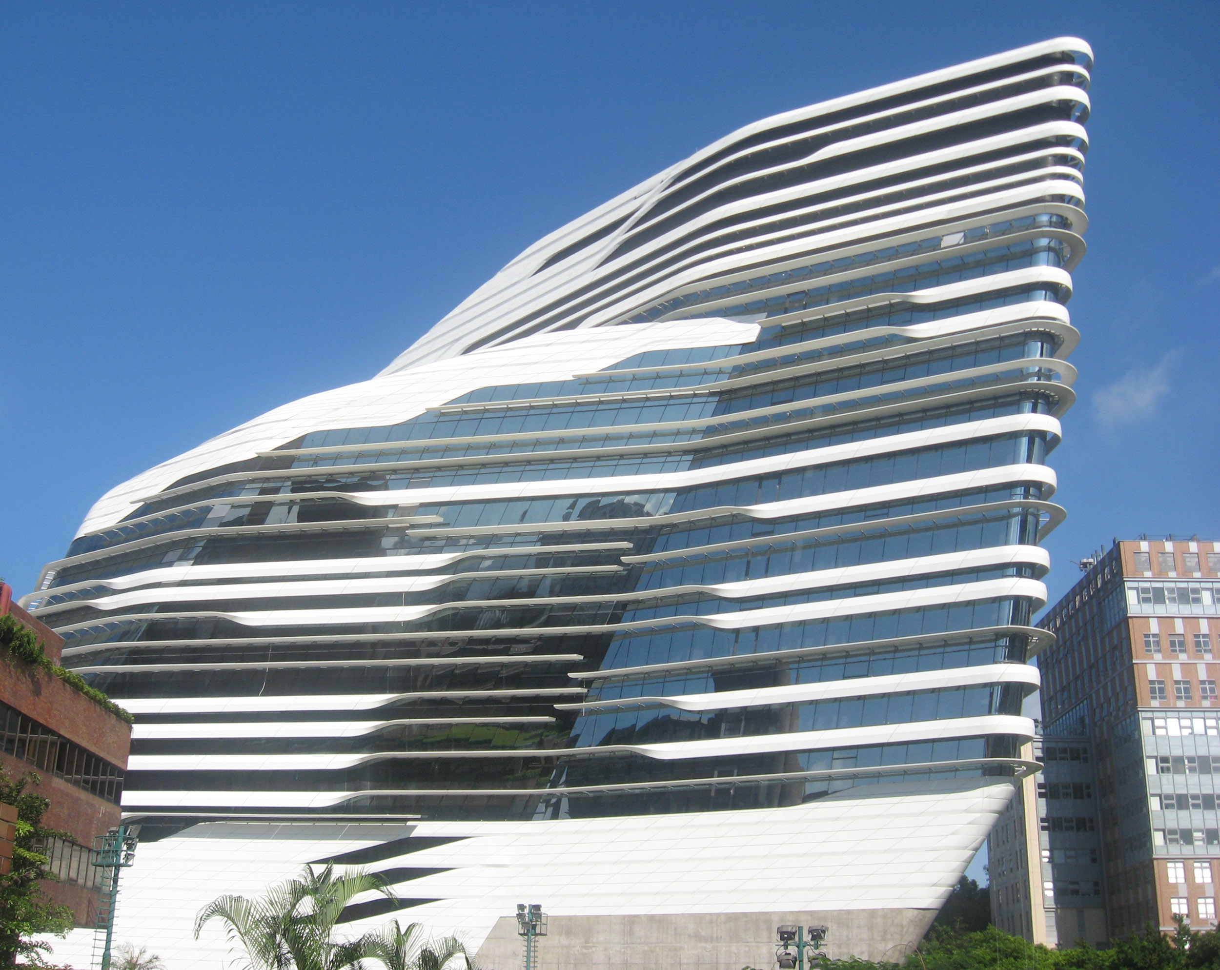 File:Hong Kong Polytechnic University white building.JPG - Wikimedia ...