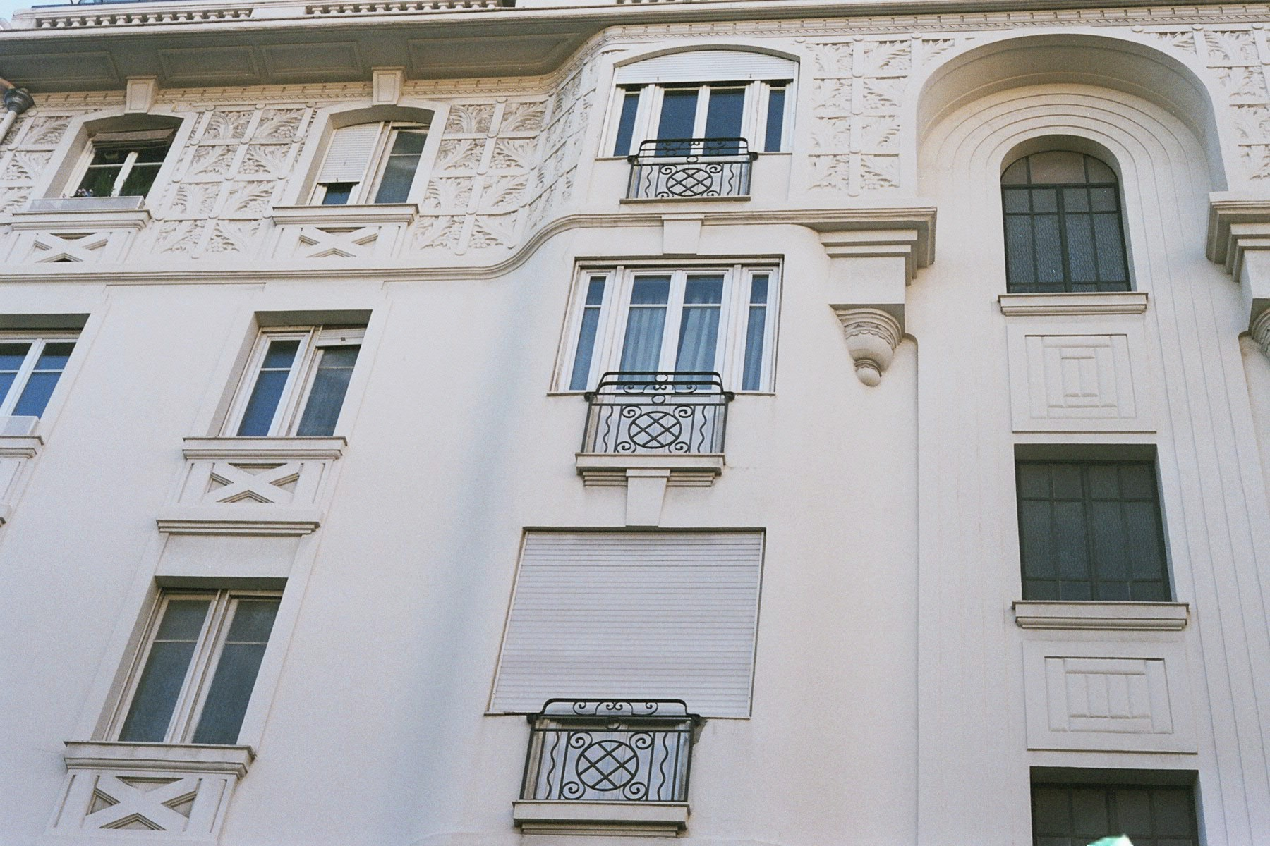 File:Nice white building 02.jpg - Wikimedia Commons