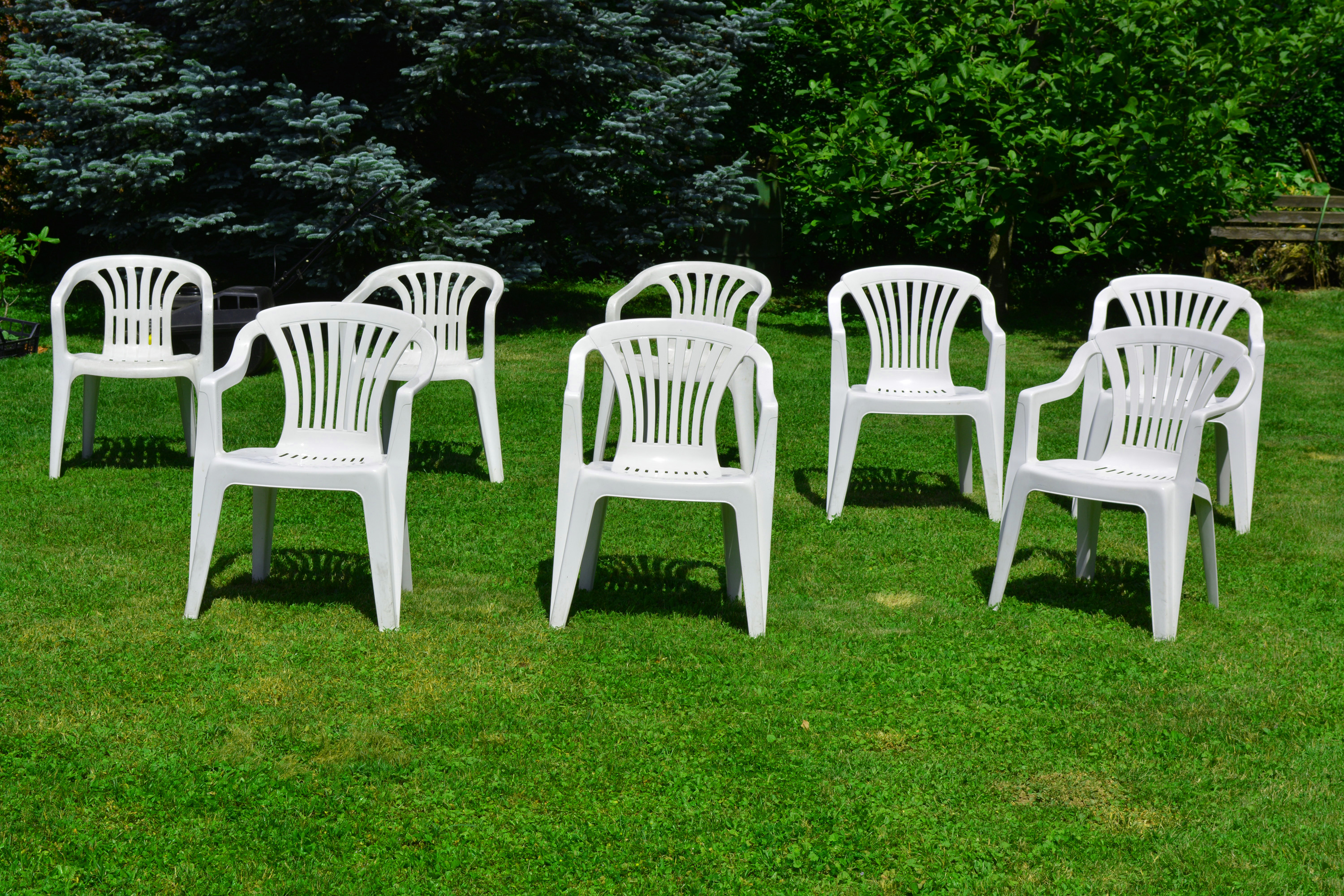 White chairs photo