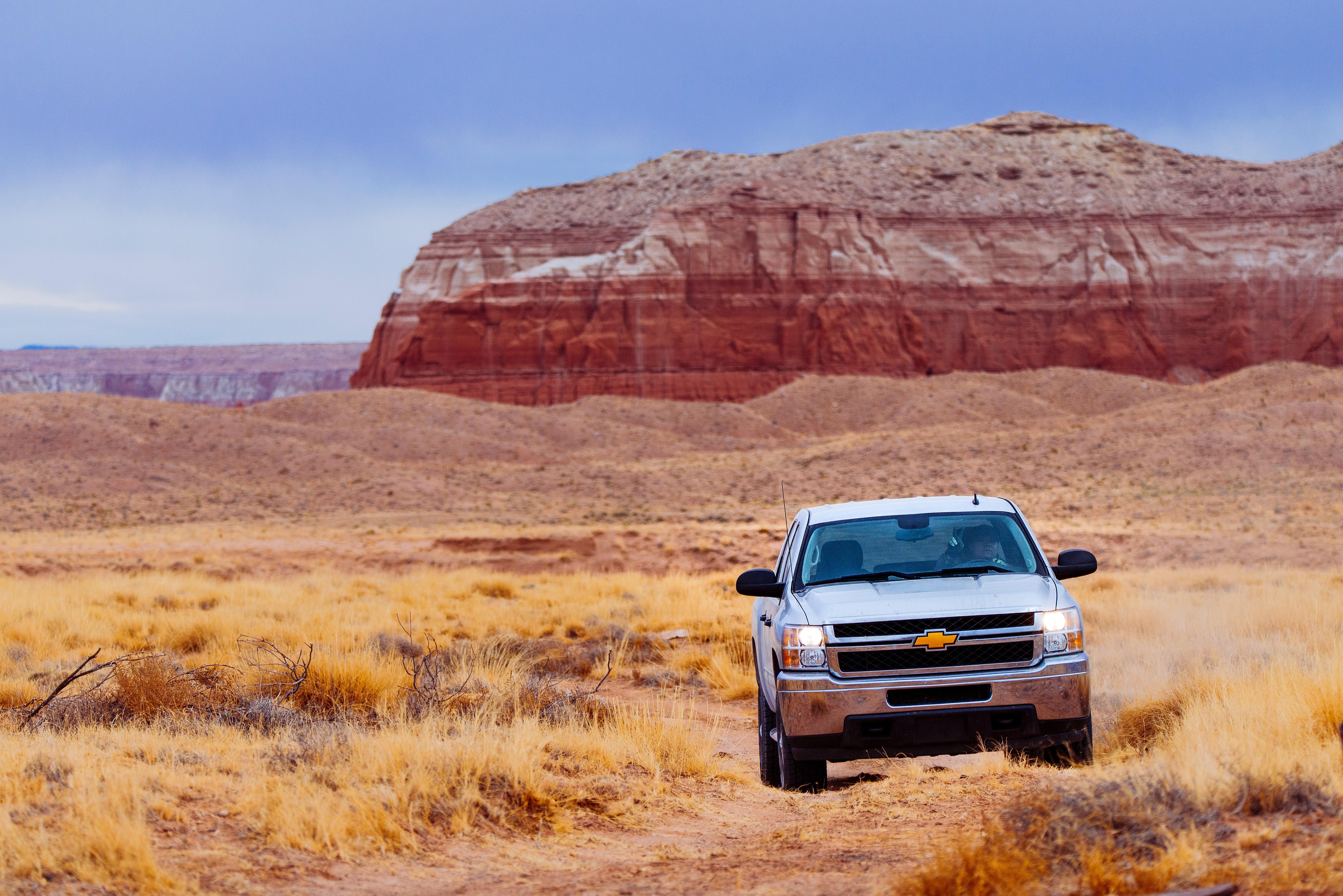 White Chevrolet Vehicle on Dessert, Adventure, Headlights, Scenic, Park, HQ Photo