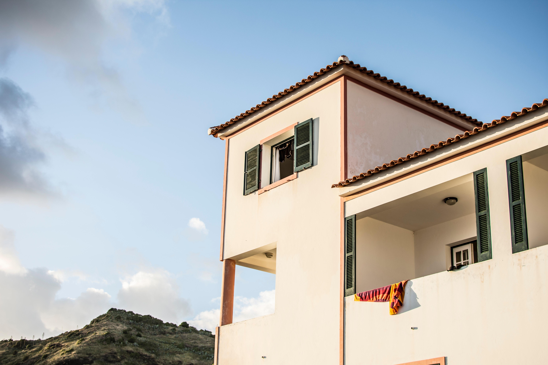 White Concrete House Under Blue Sky, Sun, Sky, Wall, Windows, HQ Photo