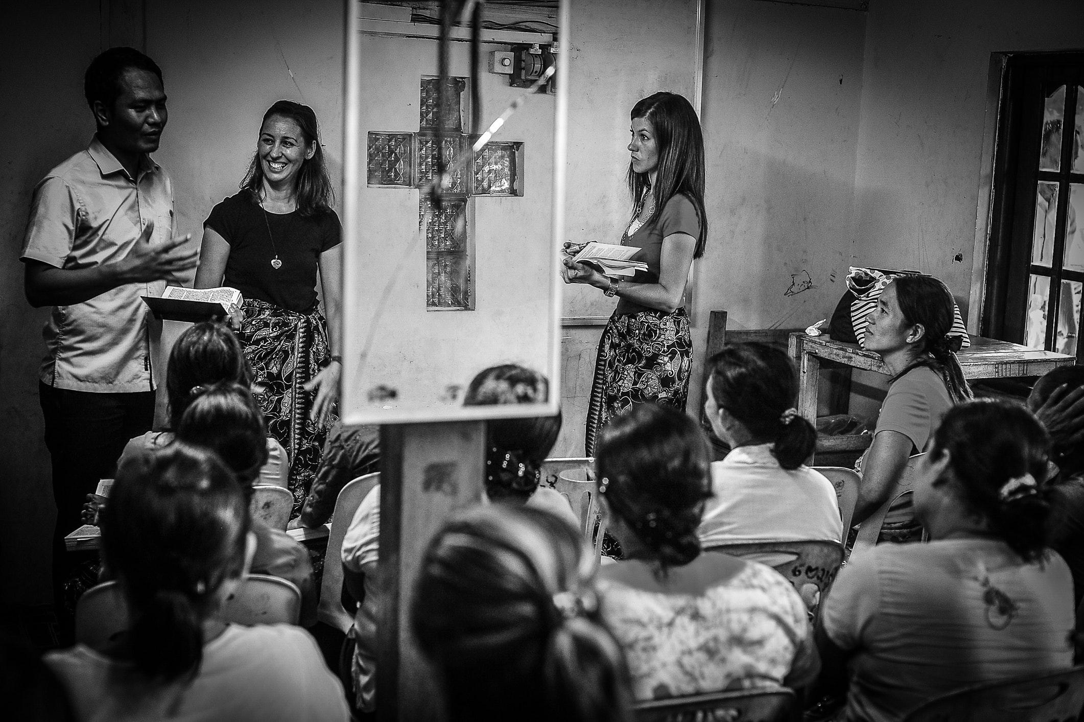 White Framed Rectangular Mirror, Black-and-white, People, Teacher, Talking, HQ Photo