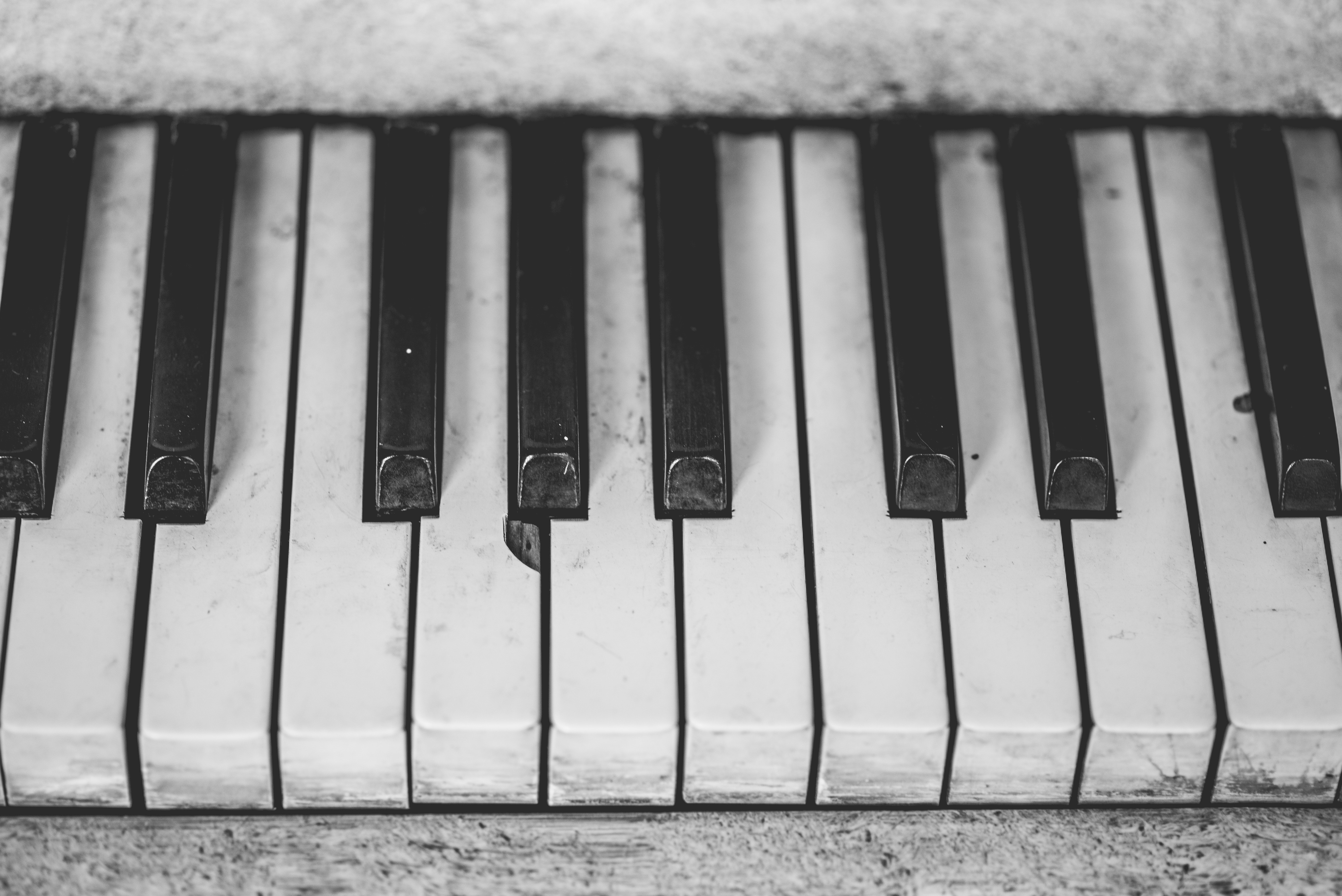 White piano keyboard photo