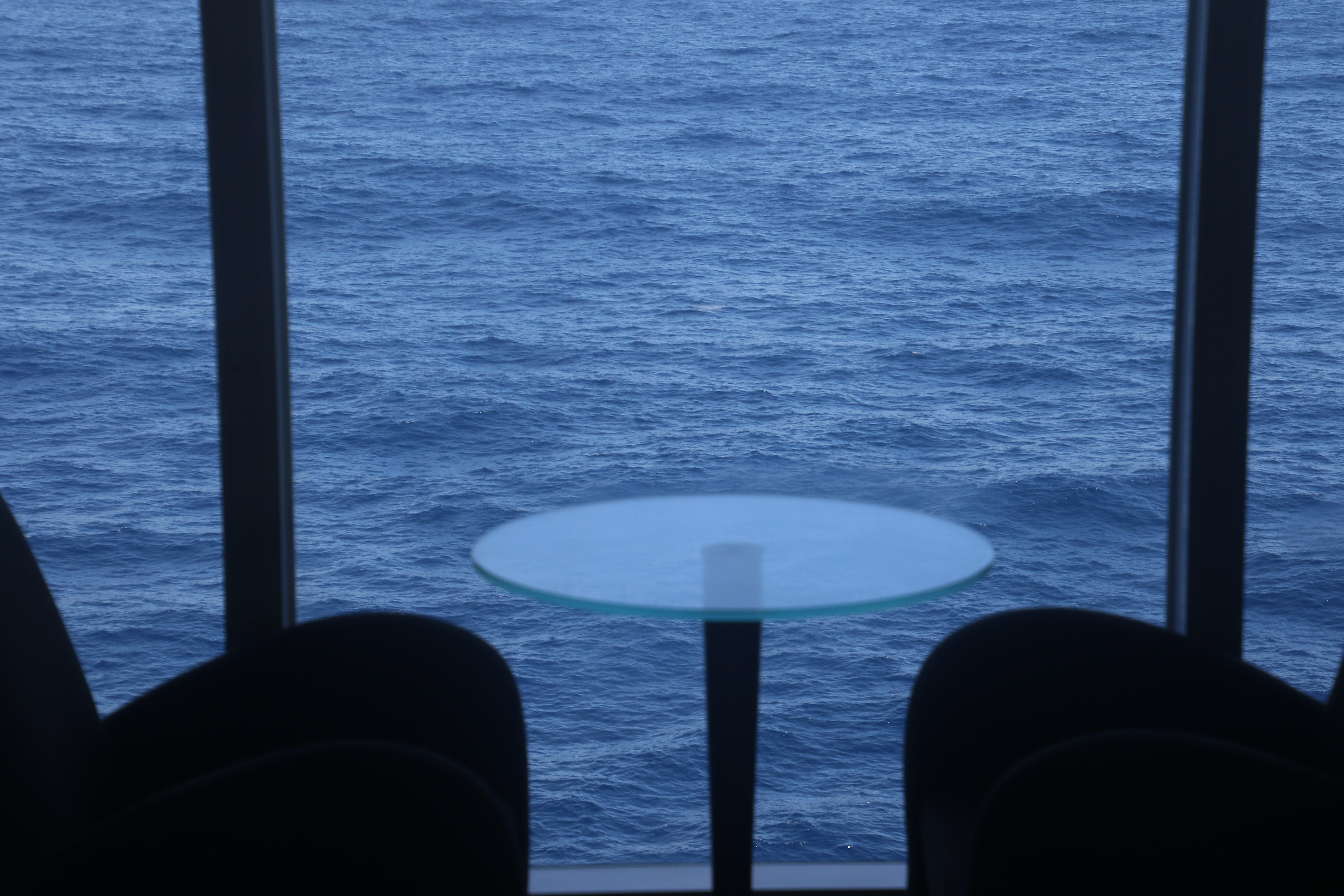 White table behind the sea photo