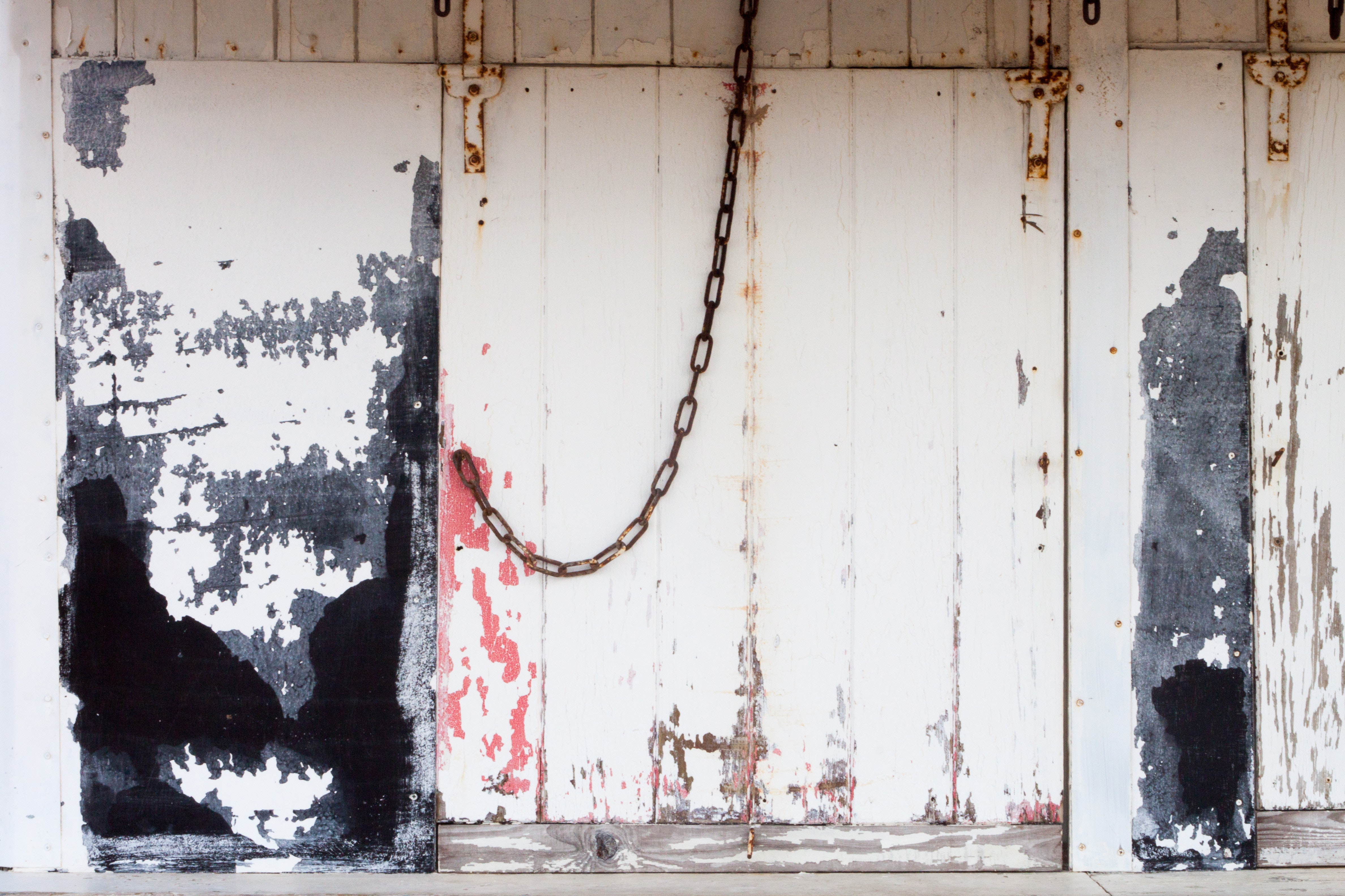 White Wooden Board, Chain, Door, Iron, Outdoors, HQ Photo