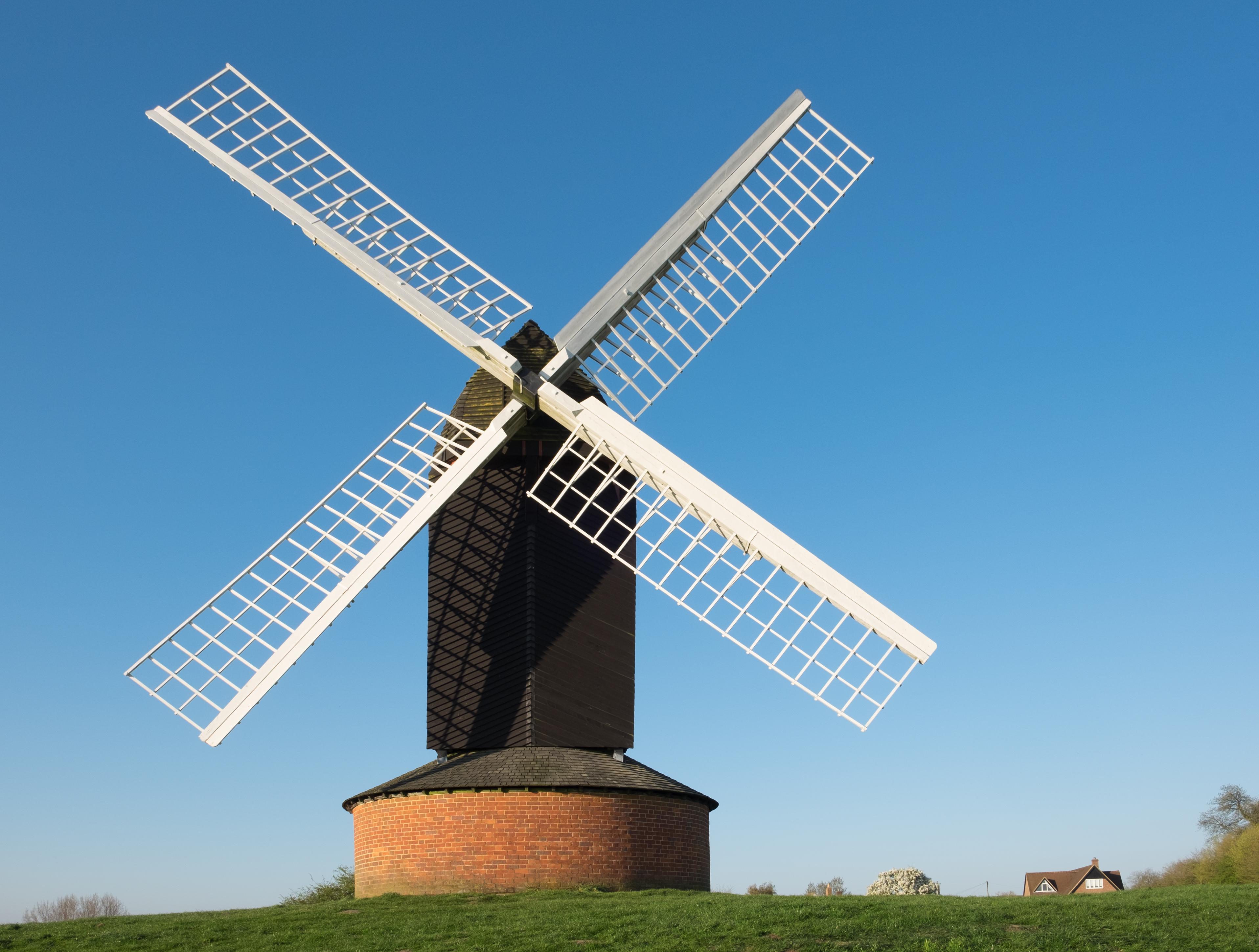 File:Brill windmill April 2017.jpg - Wikimedia Commons