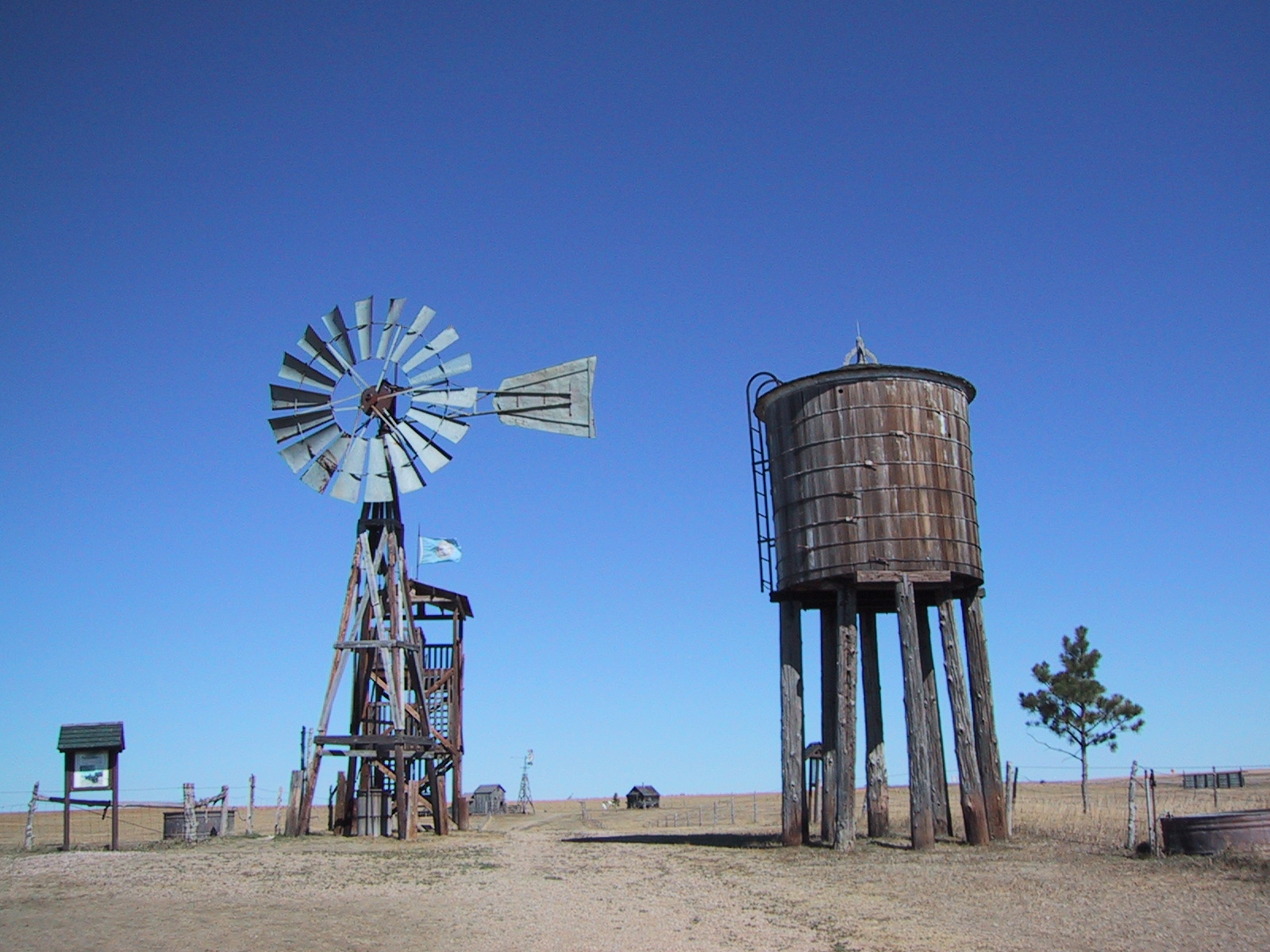 File:Old Windmill.jpg - Wikimedia Commons