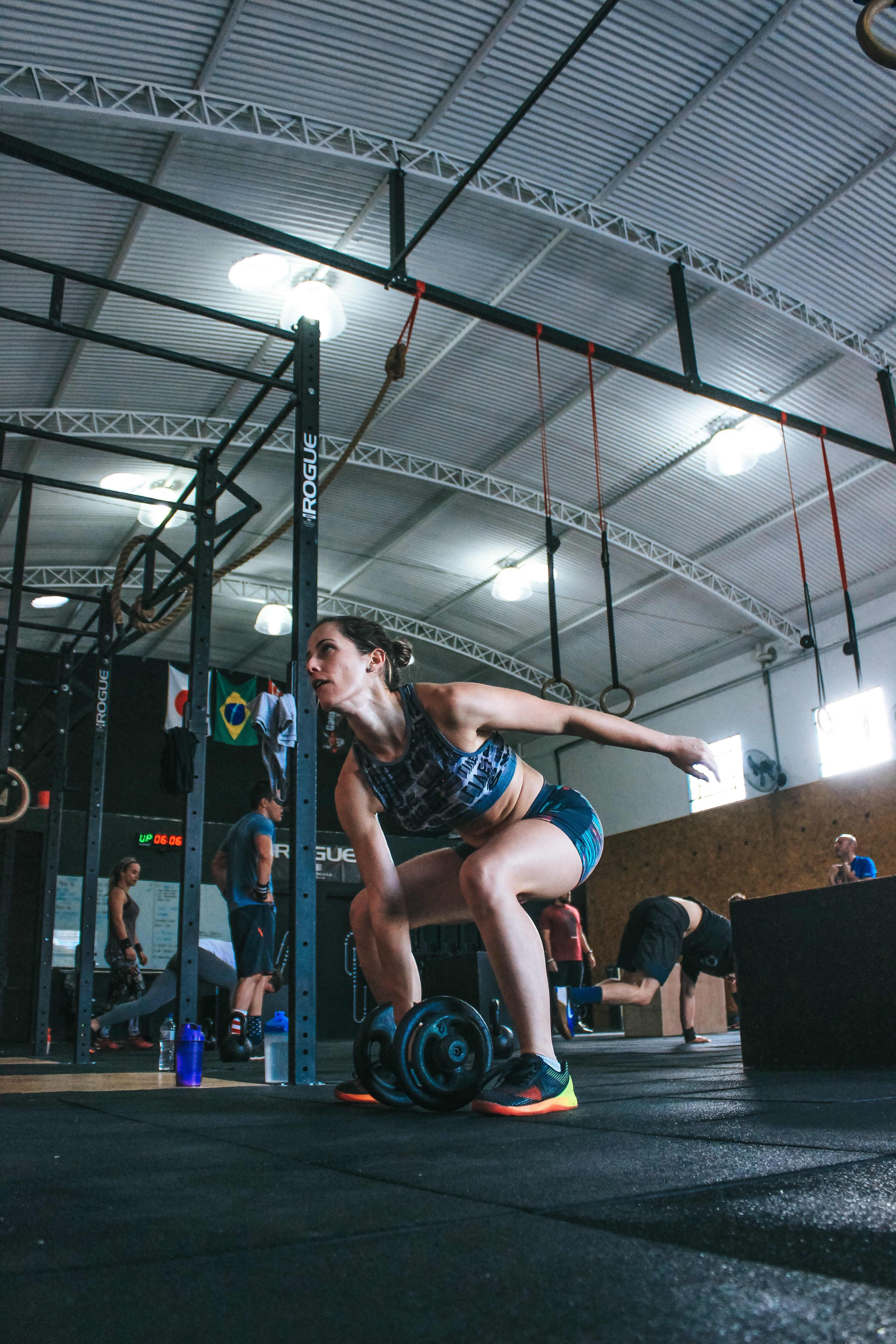 Woman Holding Adjustable Dumbbell With Her Right Hand at Gym, Balance, People, Wear, Urban, HQ Photo