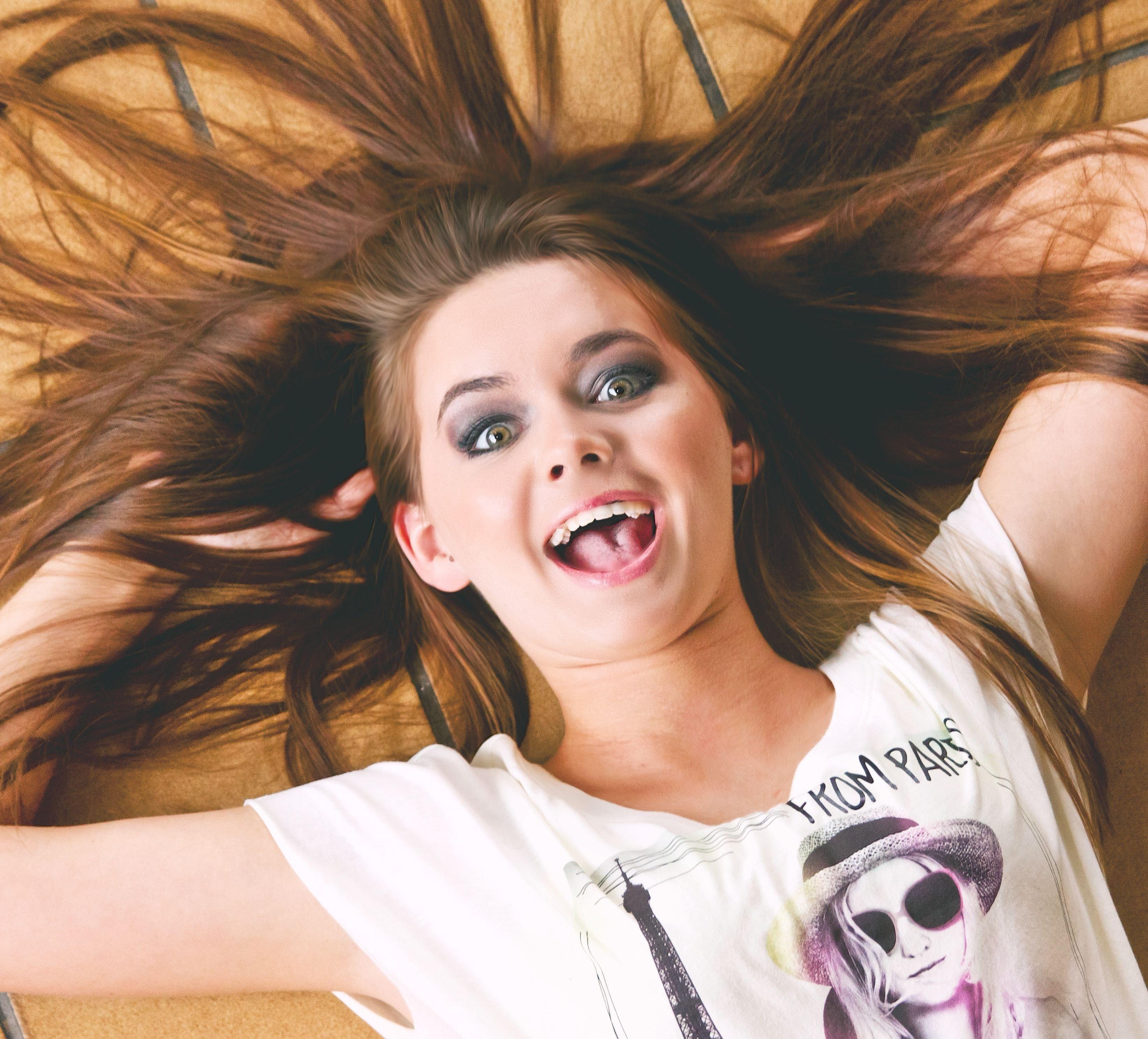 Woman in White and Purple Scoop Neck T Shirt, Beautiful, Brunette, Cute, Fun, HQ Photo