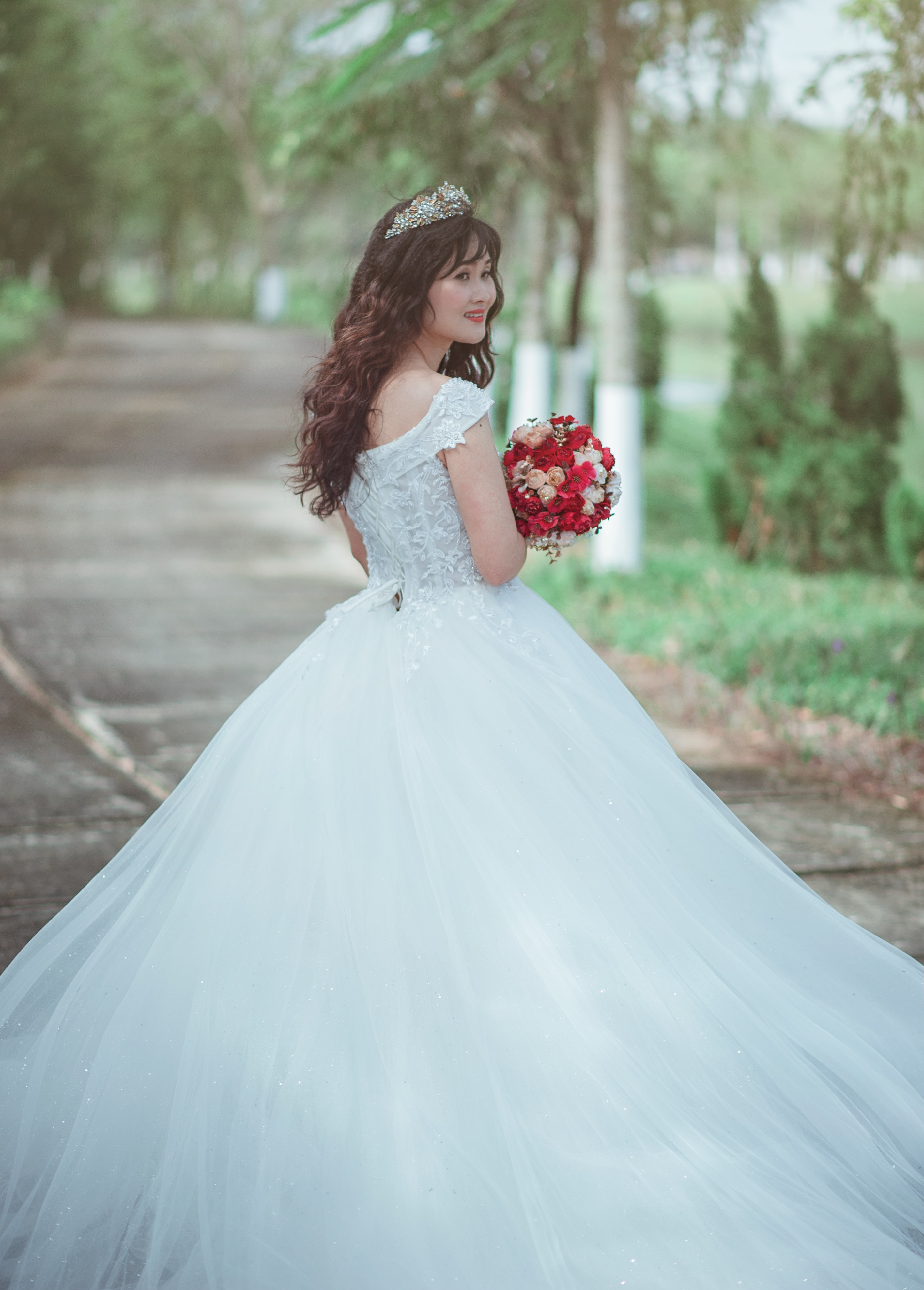 Free photo: Woman in White Wedding Dress Holding Red Bouquet ...