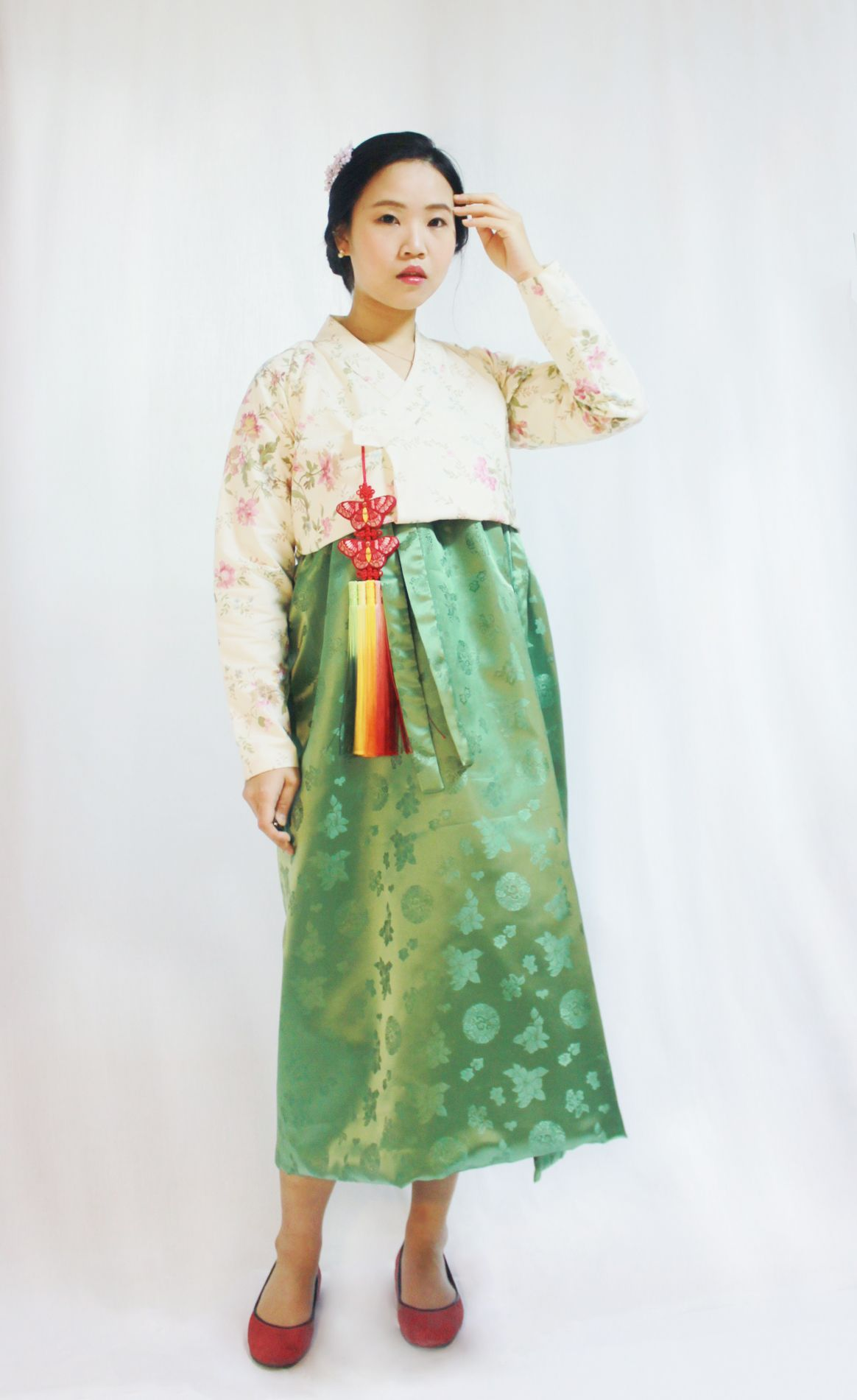 That's form is fusion style of Korea's traditional dress 'Hanbok ...