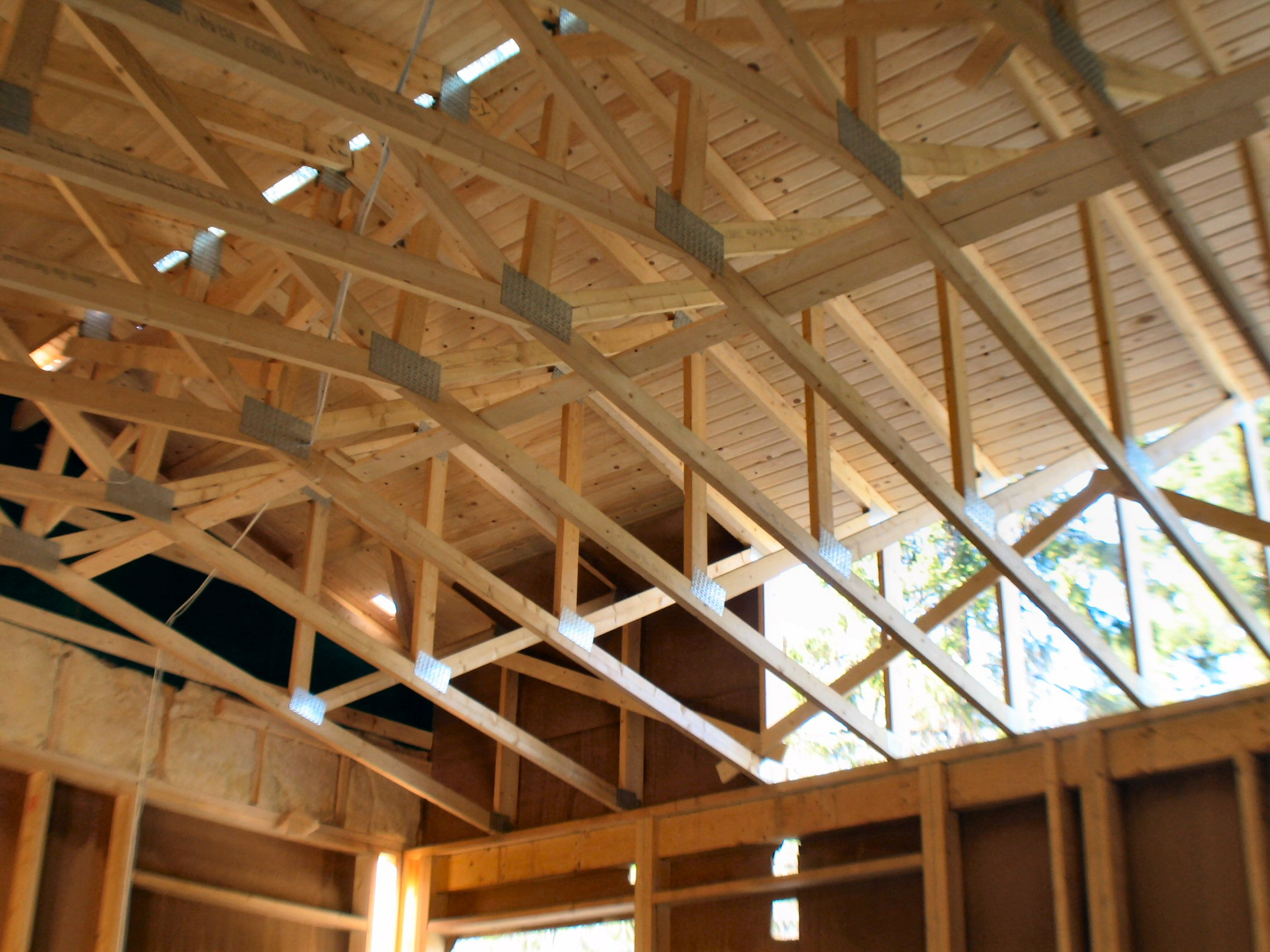 File:Wooden roof structure.jpg - Wikimedia Commons
