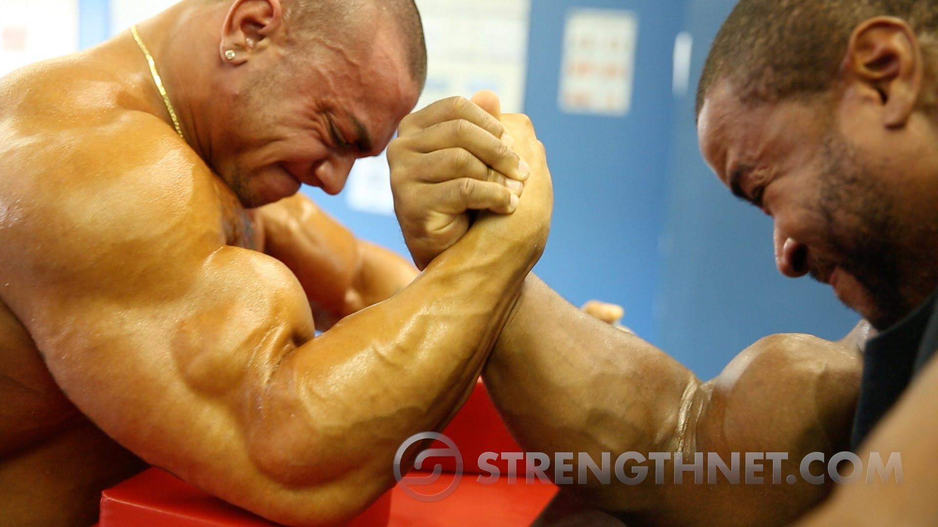 Arm Wrestling: Anthoneil vs Tristen - YouTube